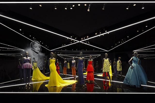 10_Stars_in_Dior_-_Esprit_Dior_Seoul_-_Bakas_02
