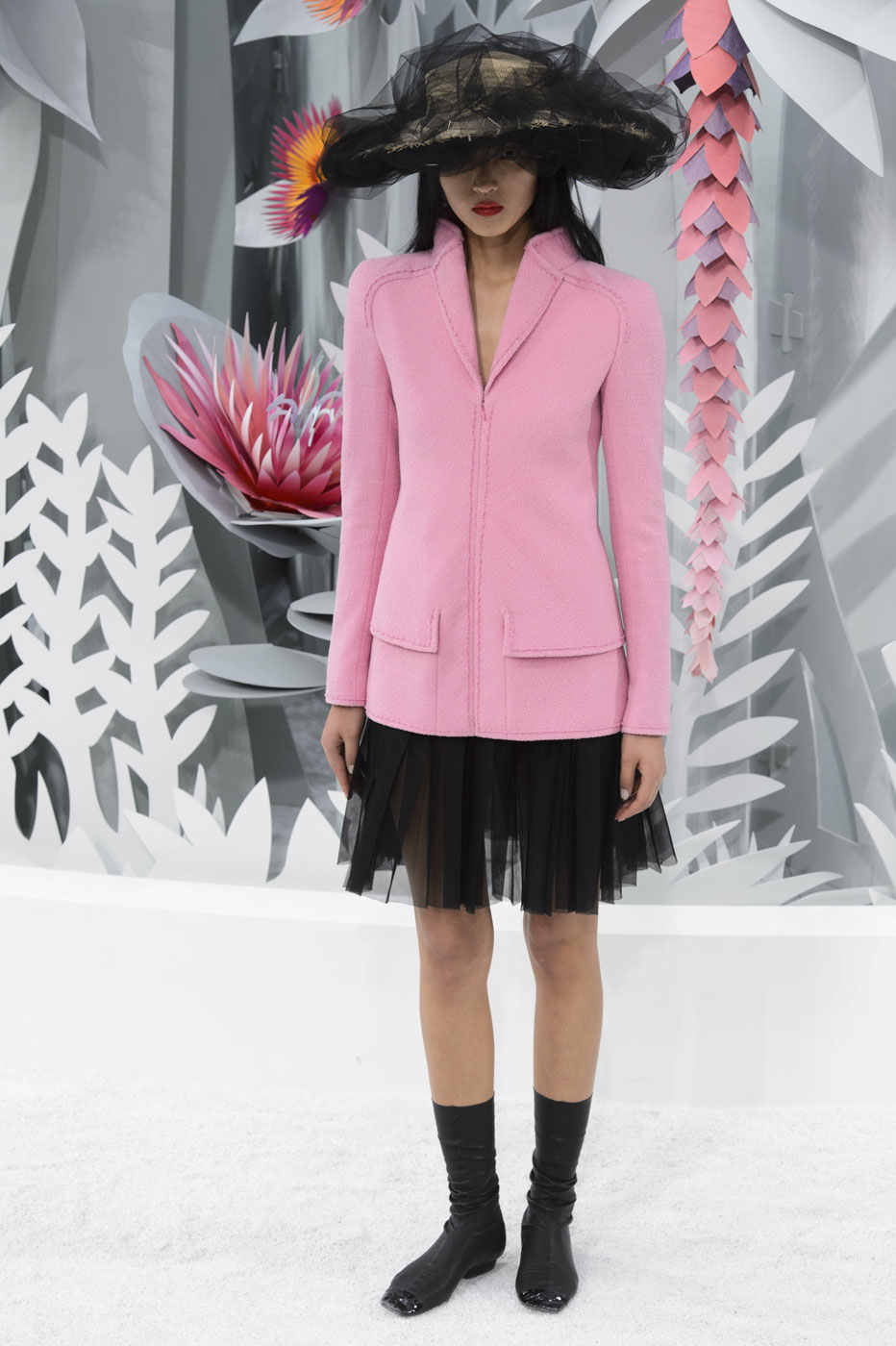 Chanel-fashion-runway-show-haute-couture-paris-spring-summer-2015-the-impression-015