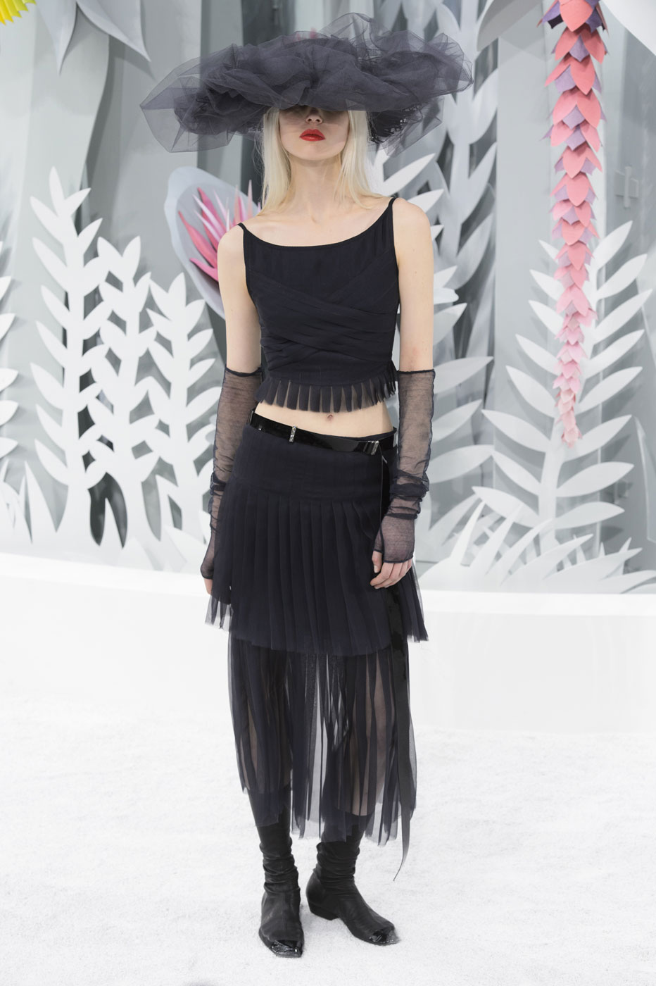 Chanel-fashion-runway-show-haute-couture-paris-spring-summer-2015-the-impression-096