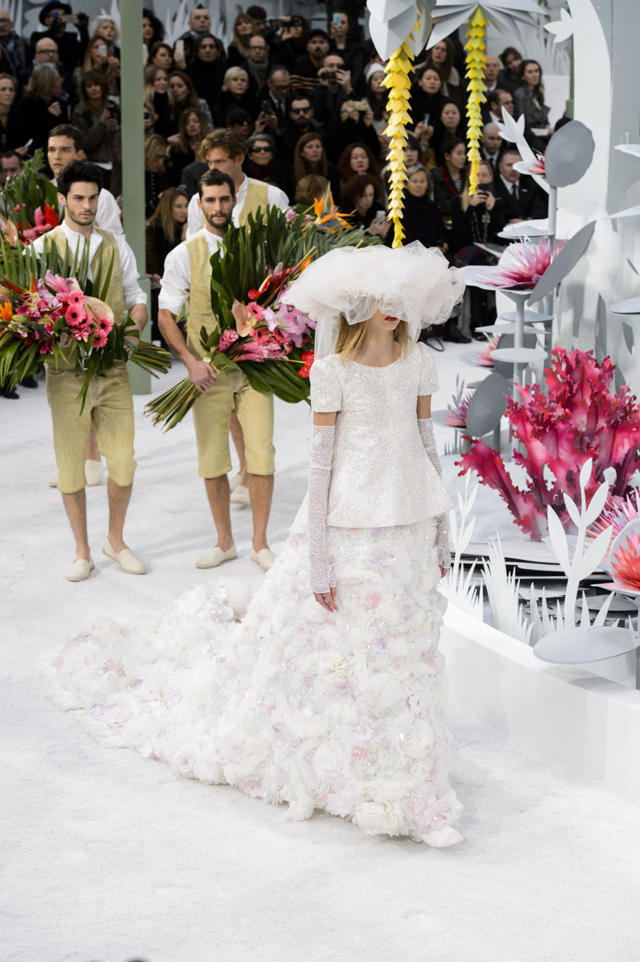 Chanel-fashion-runway-show-haute-couture-paris-spring-summer-2015-the-impression-154