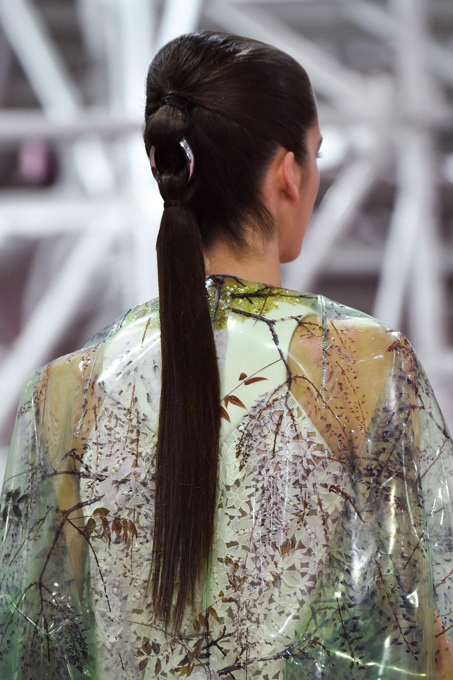 Christian-Dior-fashion-runway-show-close-ups-haute-couture-paris-spring-summer-2015-the-impression-004