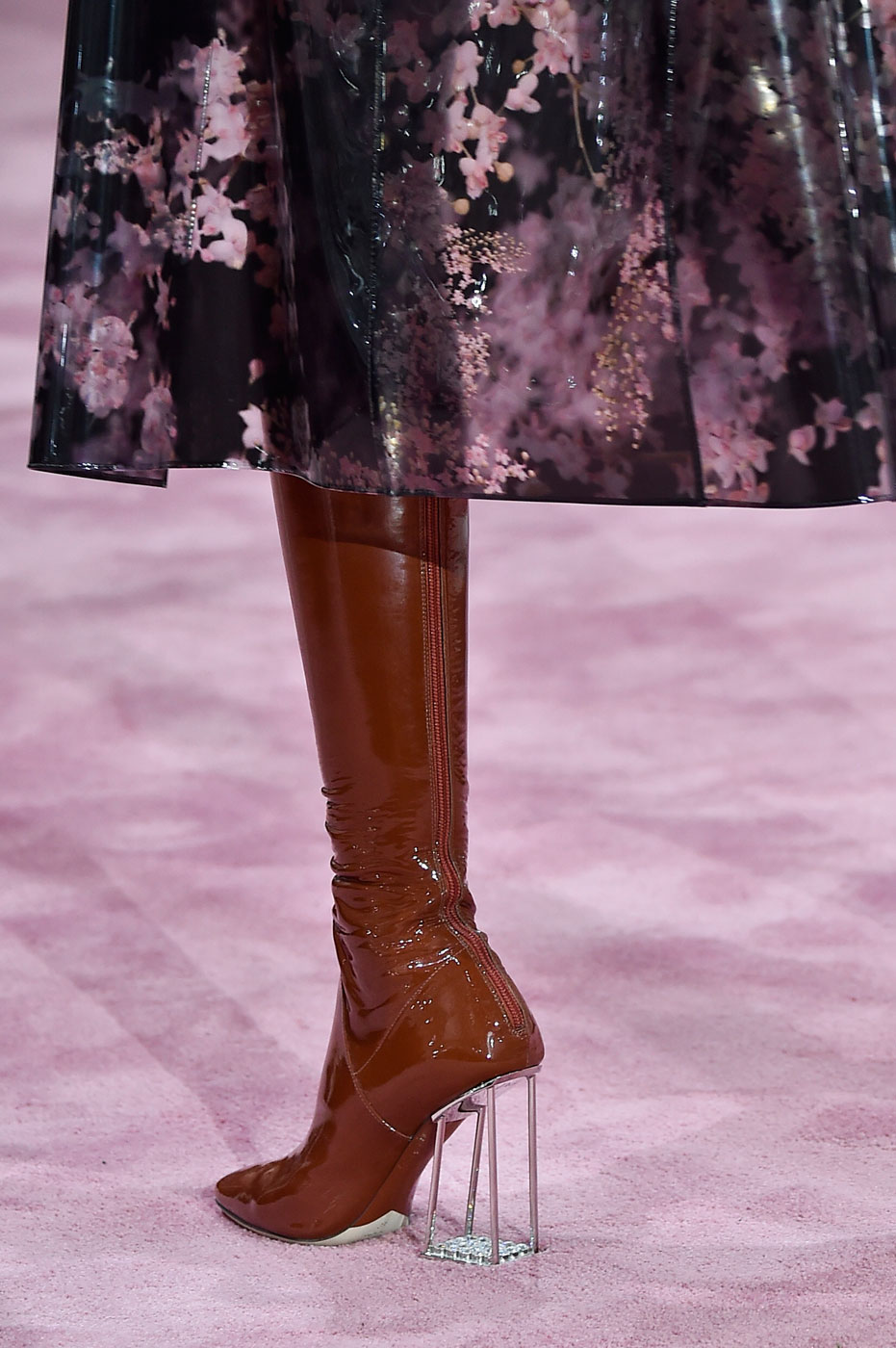 Christian-Dior-fashion-runway-show-close-ups-haute-couture-paris-spring-summer-2015-the-impression-005