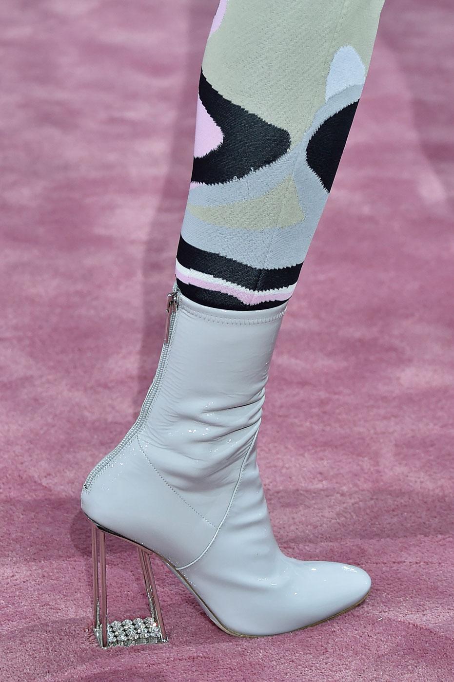 Christian-Dior-fashion-runway-show-close-ups-haute-couture-paris-spring-summer-2015-the-impression-050