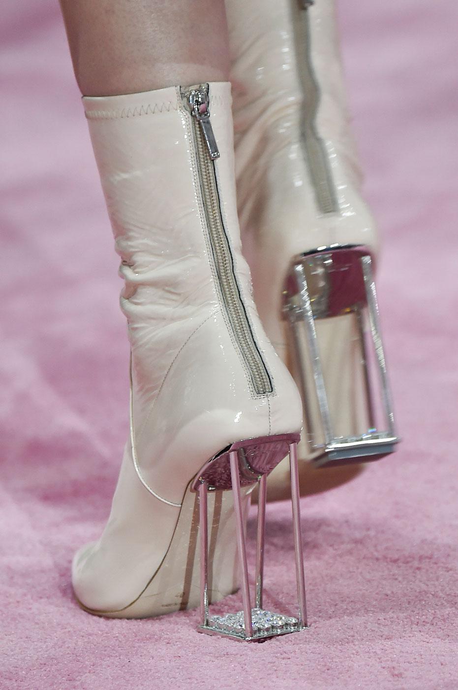 Christian-Dior-fashion-runway-show-close-ups-haute-couture-paris-spring-summer-2015-the-impression-075