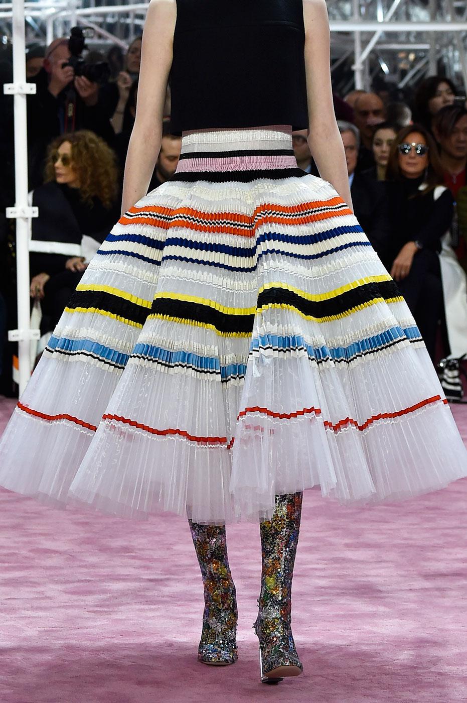 Christian-Dior-fashion-runway-show-close-ups-haute-couture-paris-spring-summer-2015-the-impression-149