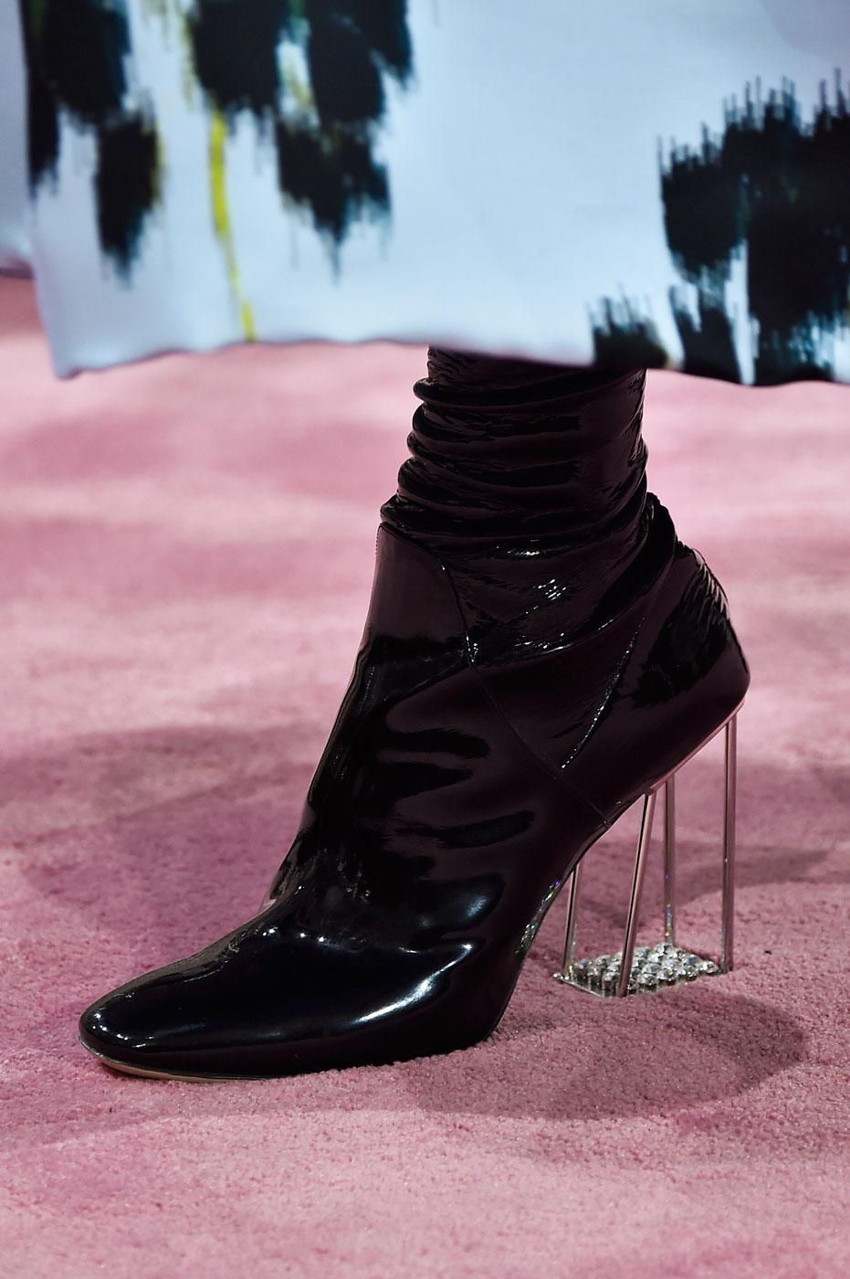 Christian-Dior-fashion-runway-show-close-ups-haute-couture-paris-spring-summer-2015-the-impression-158