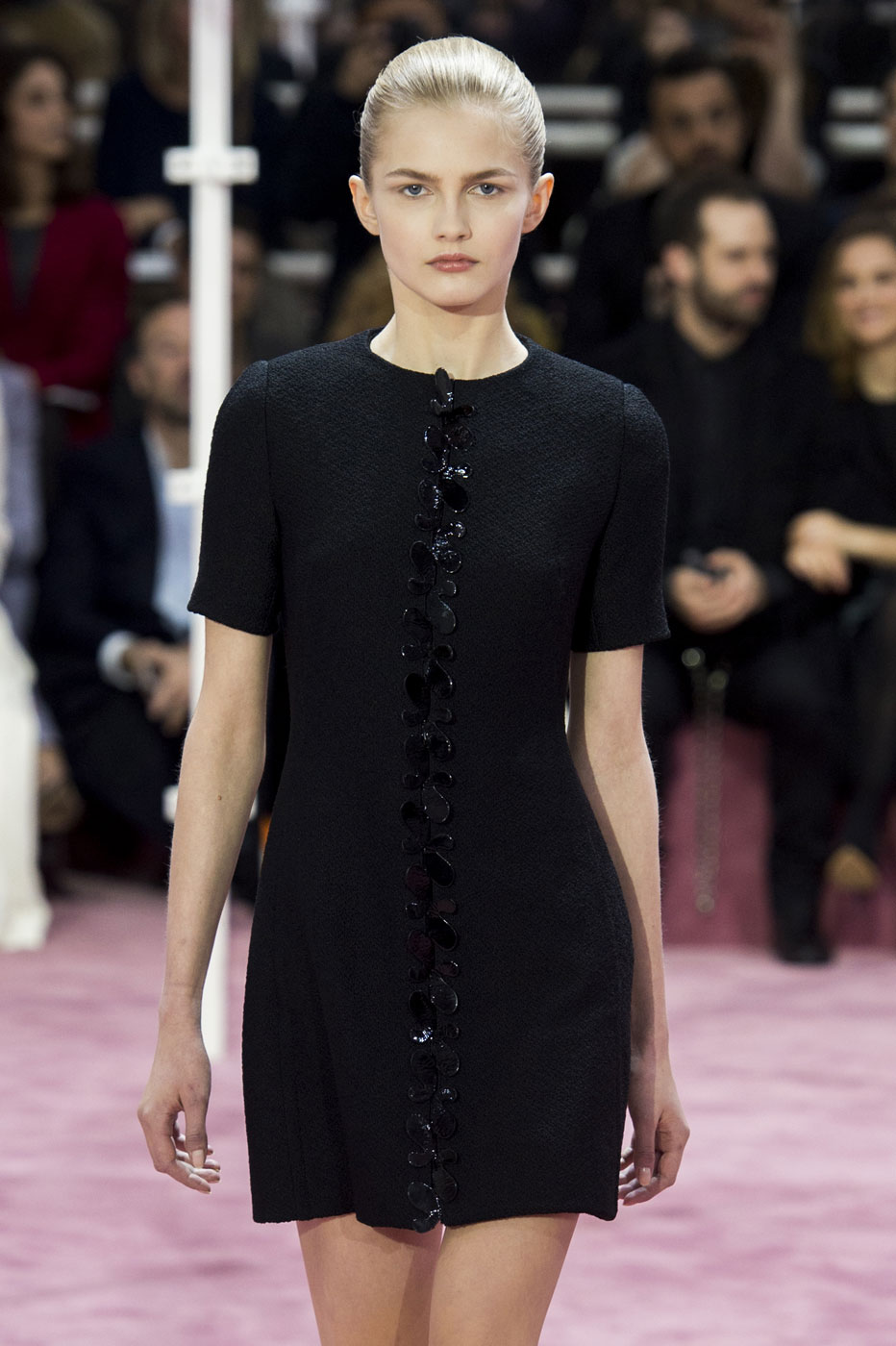 Christian-Dior-fashion-runway-show-haute-couture-paris-spring-summer-2015-the-impression-022