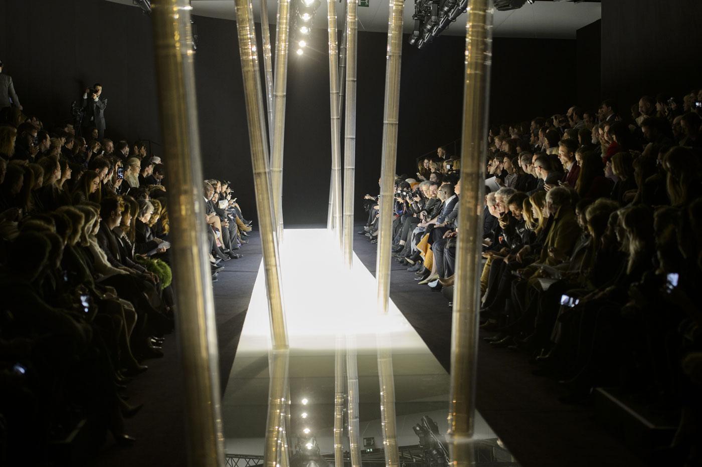 Giorgio-armani-Prive-fashion-runway-show-haute-couture-paris-spring-2015-the-impression-001