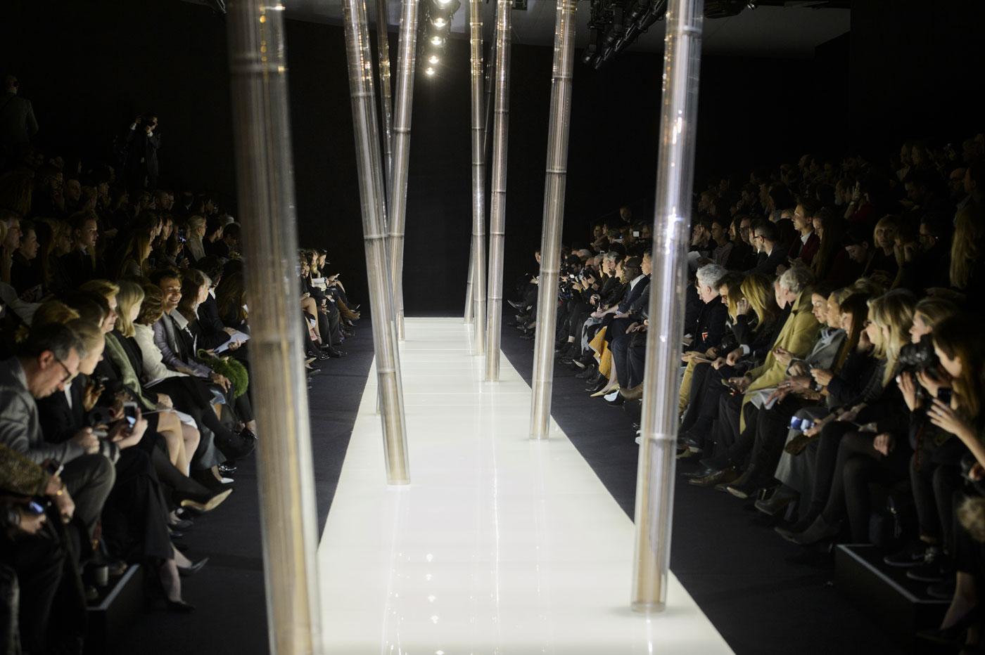 Giorgio-armani-Prive-fashion-runway-show-haute-couture-paris-spring-2015-the-impression-002