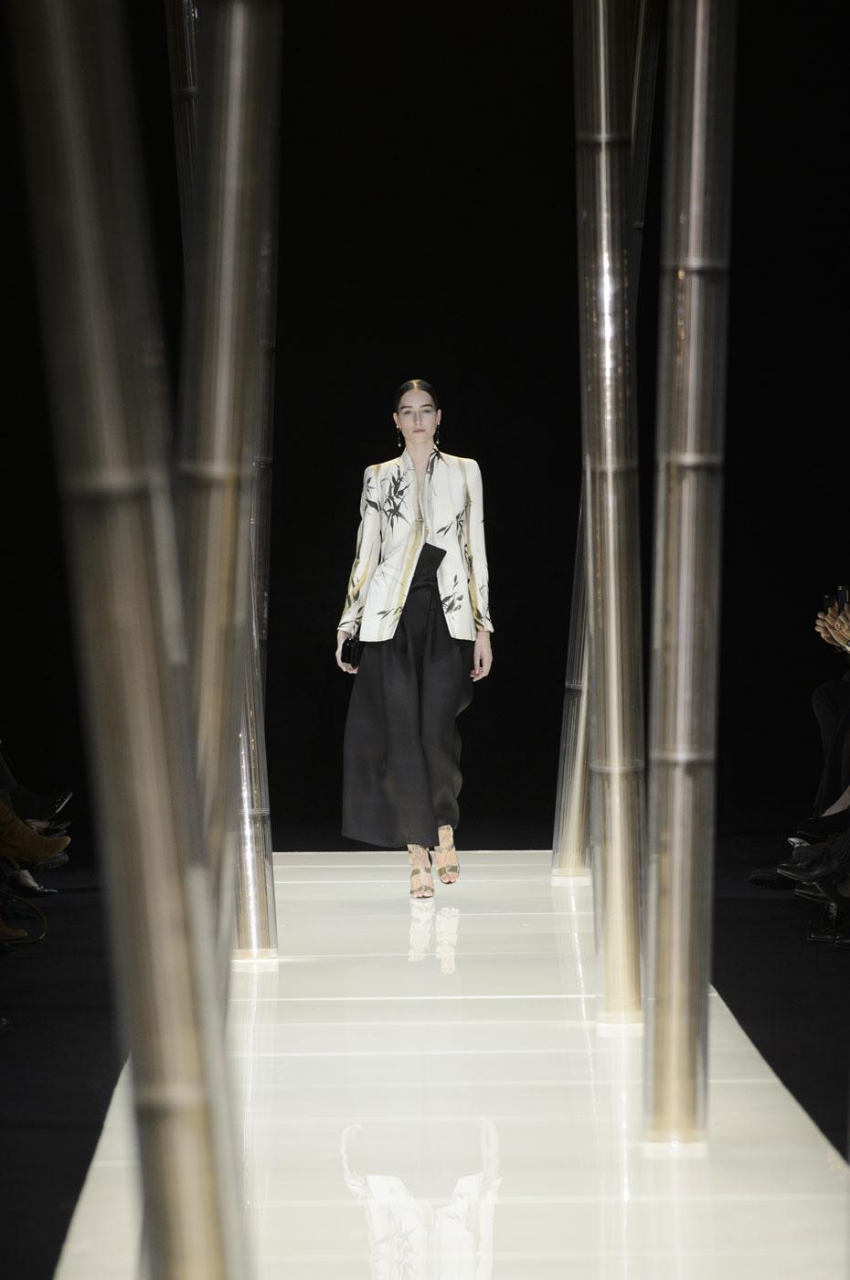 Giorgio-armani-Prive-fashion-runway-show-haute-couture-paris-spring-2015-the-impression-003