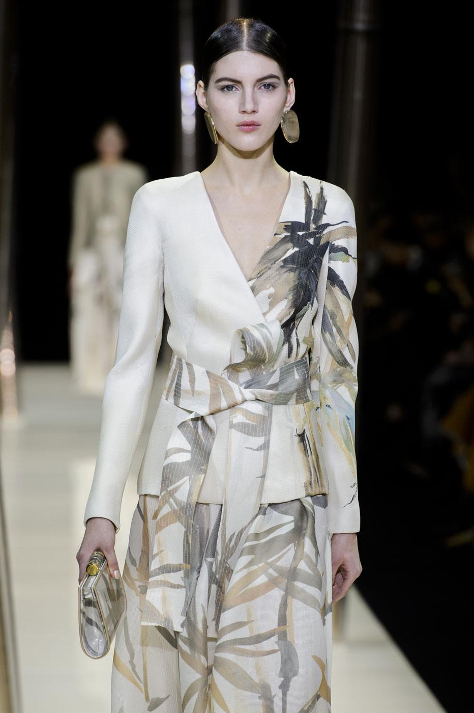 Giorgio-armani-Prive-fashion-runway-show-haute-couture-paris-spring-2015-the-impression-010