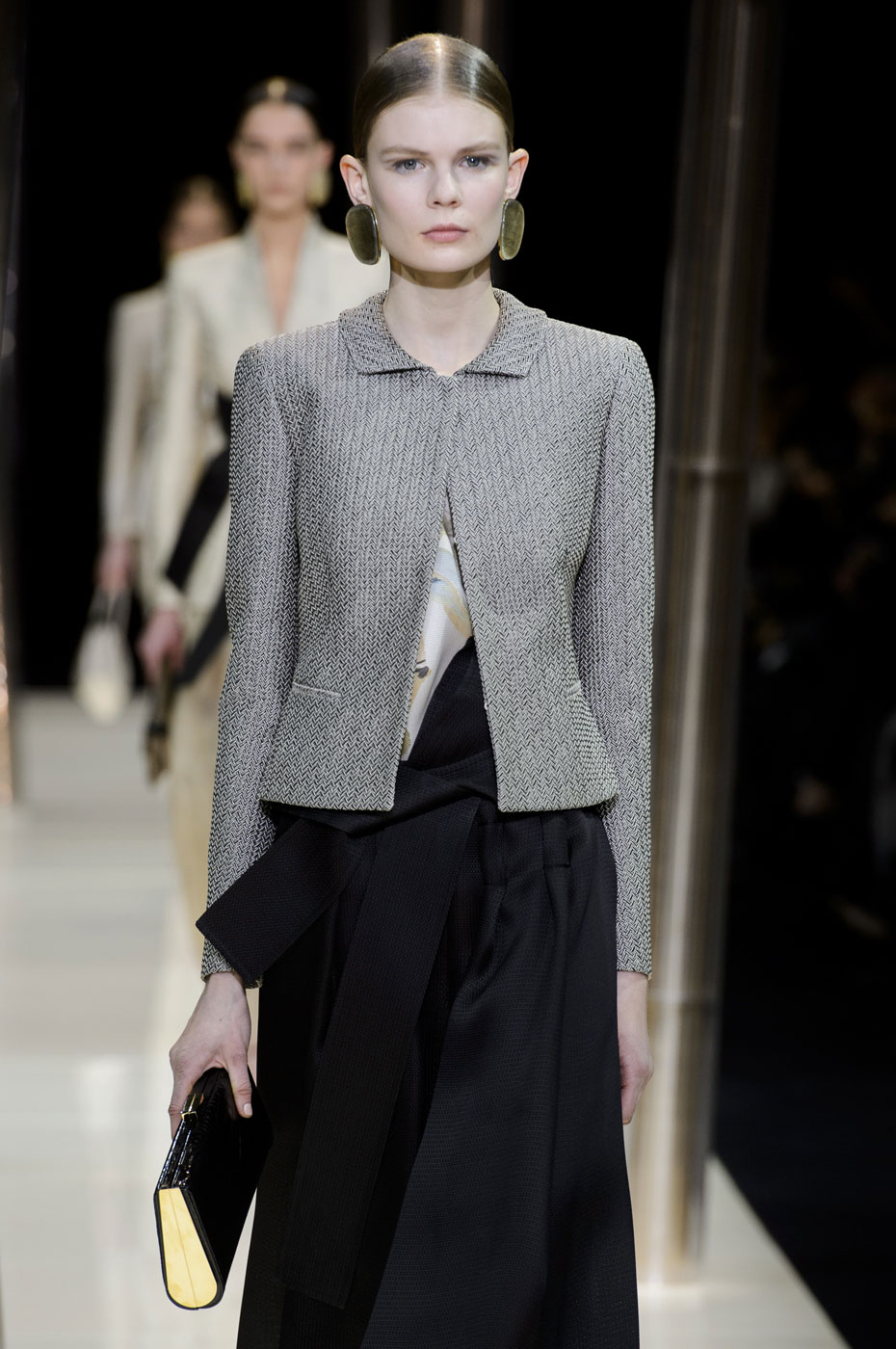 Giorgio-armani-Prive-fashion-runway-show-haute-couture-paris-spring-2015-the-impression-016
