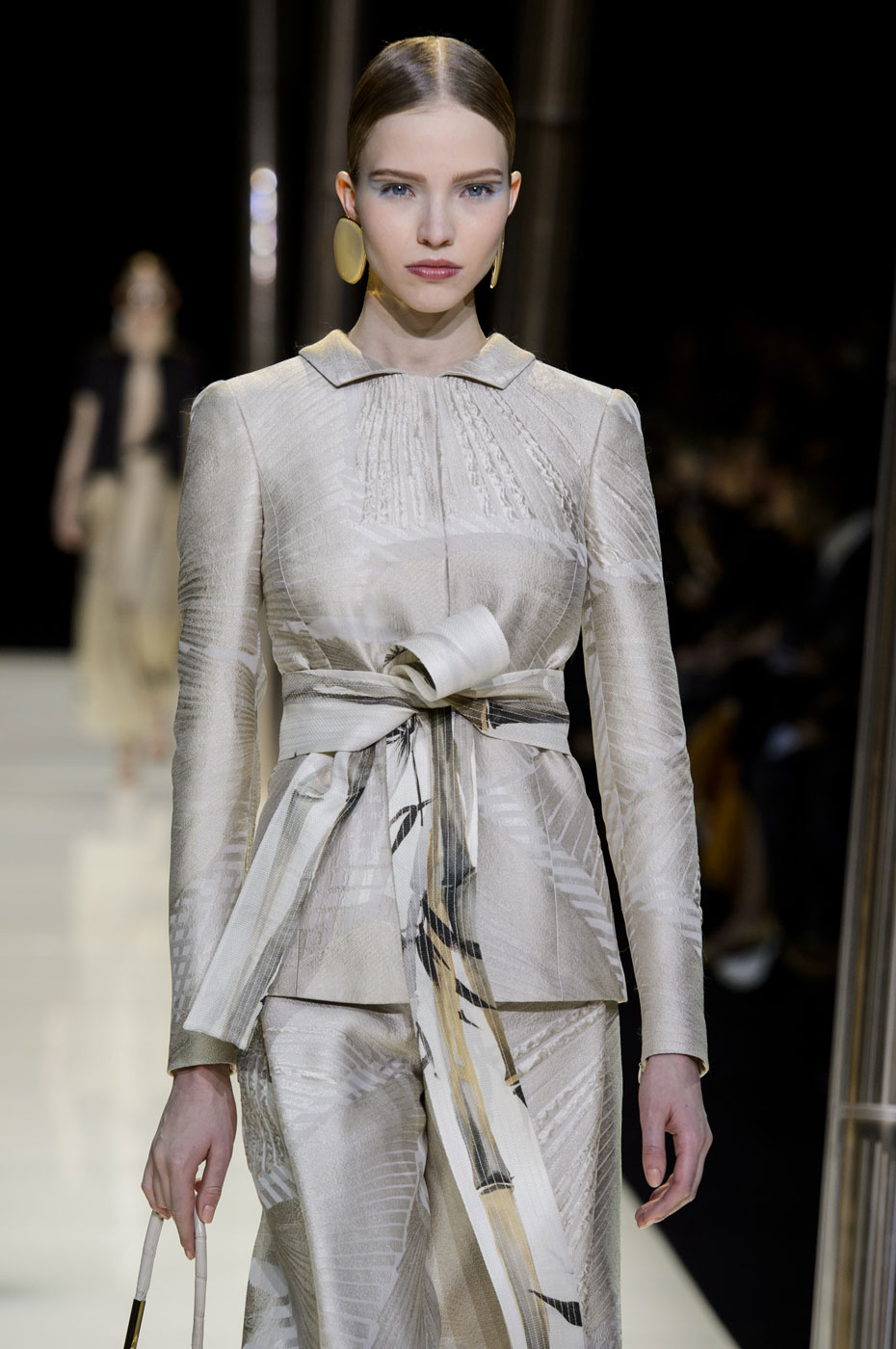Giorgio-armani-Prive-fashion-runway-show-haute-couture-paris-spring-2015-the-impression-020