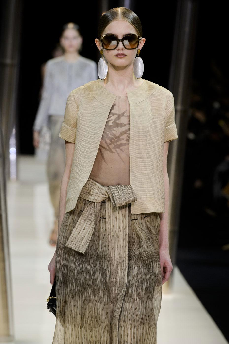 Giorgio-armani-Prive-fashion-runway-show-haute-couture-paris-spring-2015-the-impression-024