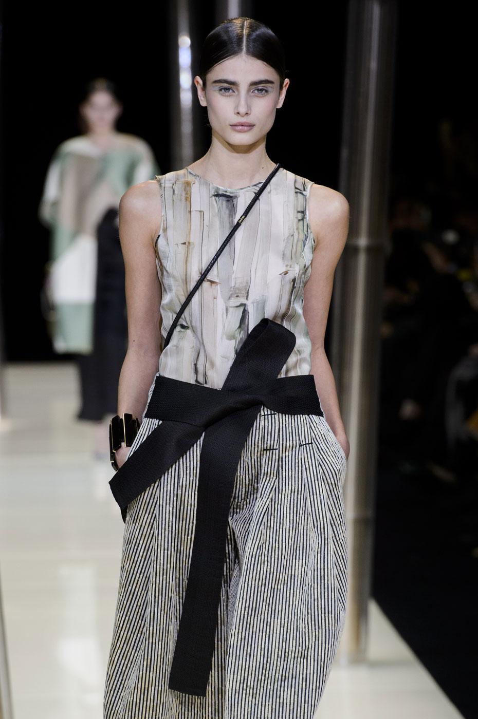 Giorgio-armani-Prive-fashion-runway-show-haute-couture-paris-spring-2015-the-impression-028