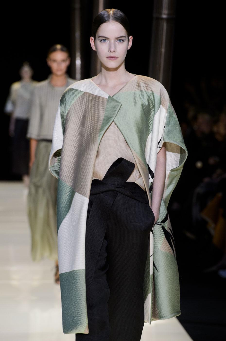 Giorgio-armani-Prive-fashion-runway-show-haute-couture-paris-spring-2015-the-impression-030