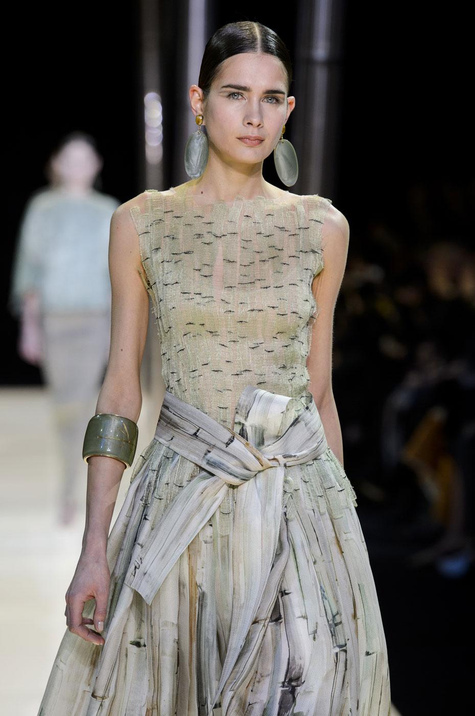 Giorgio-armani-Prive-fashion-runway-show-haute-couture-paris-spring-2015-the-impression-040