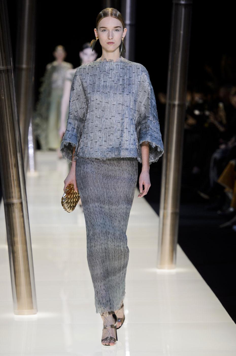 Giorgio-armani-Prive-fashion-runway-show-haute-couture-paris-spring-2015-the-impression-043