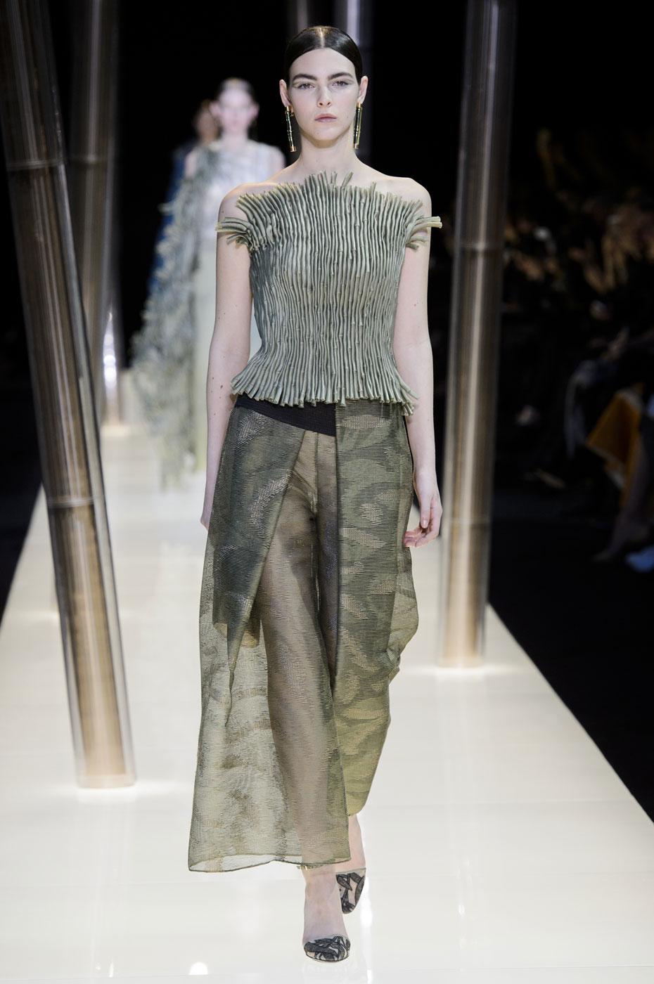 Giorgio-armani-Prive-fashion-runway-show-haute-couture-paris-spring-2015-the-impression-045