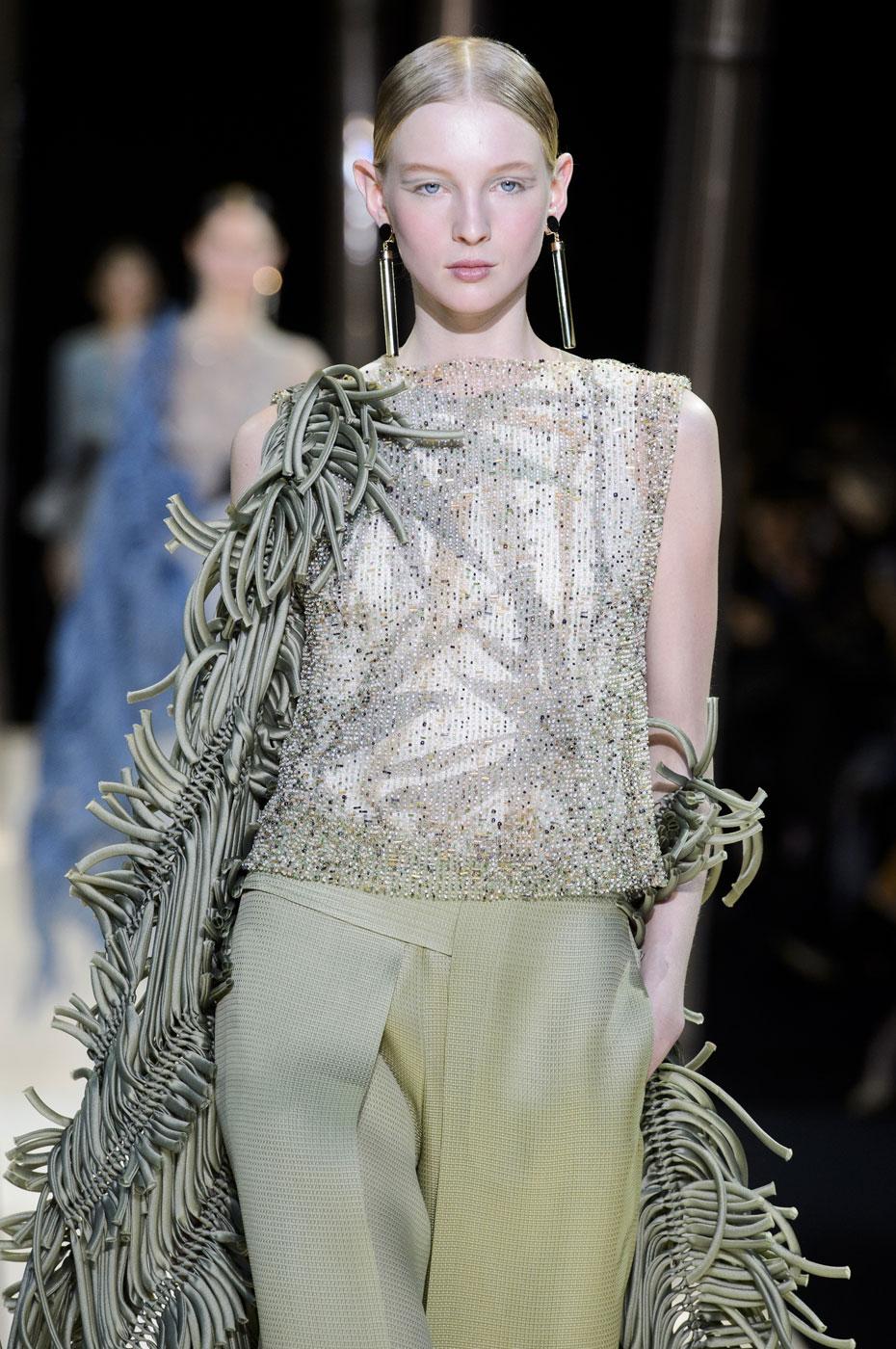Giorgio-armani-Prive-fashion-runway-show-haute-couture-paris-spring-2015-the-impression-048