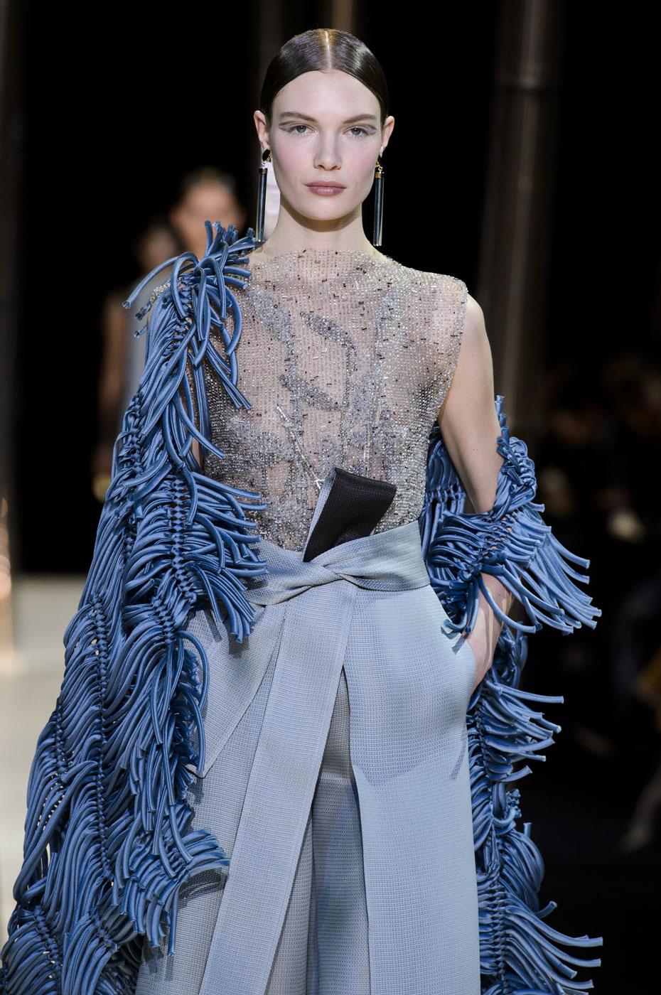 Giorgio-armani-Prive-fashion-runway-show-haute-couture-paris-spring-2015-the-impression-050