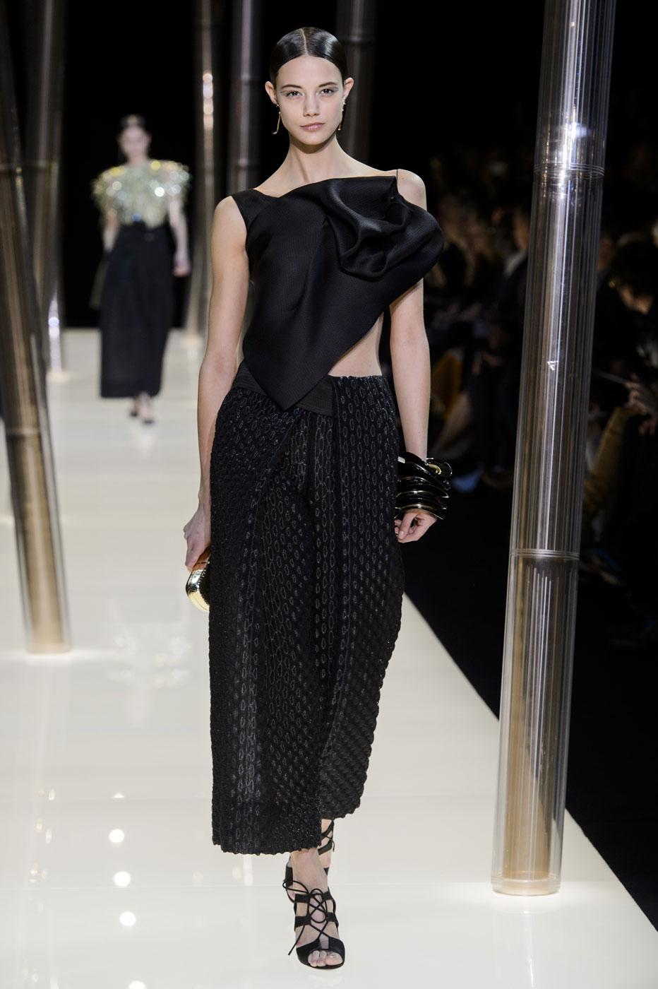 Giorgio-armani-Prive-fashion-runway-show-haute-couture-paris-spring-2015-the-impression-053