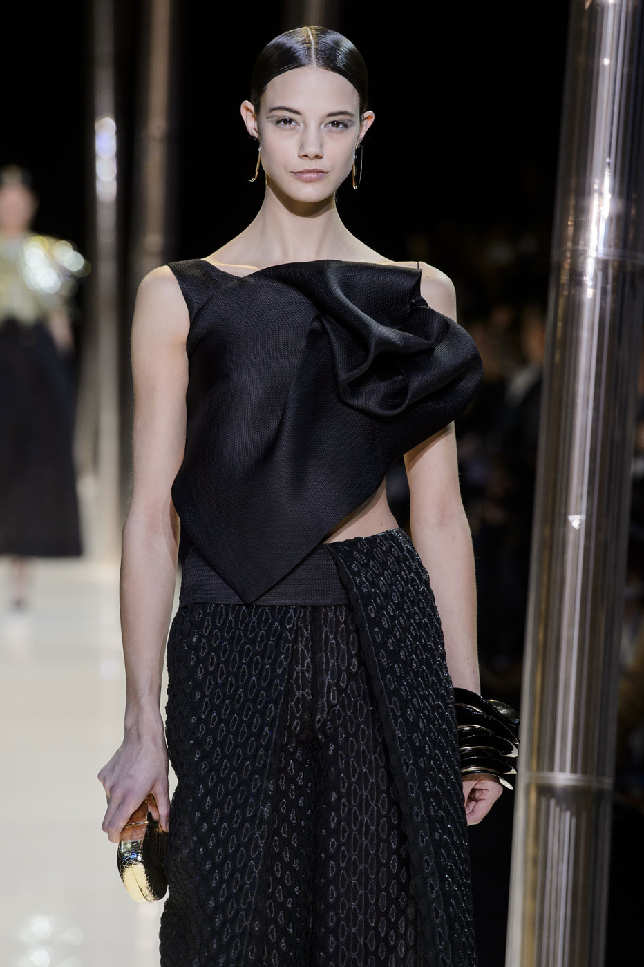 Giorgio-armani-Prive-fashion-runway-show-haute-couture-paris-spring-2015-the-impression-054