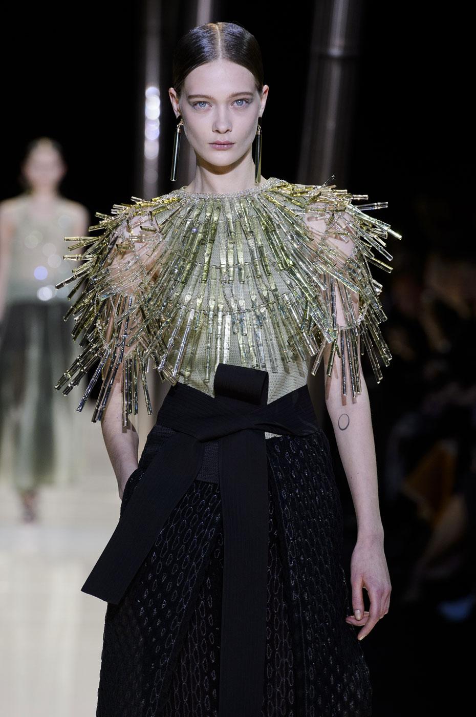 Giorgio-armani-Prive-fashion-runway-show-haute-couture-paris-spring-2015-the-impression-056