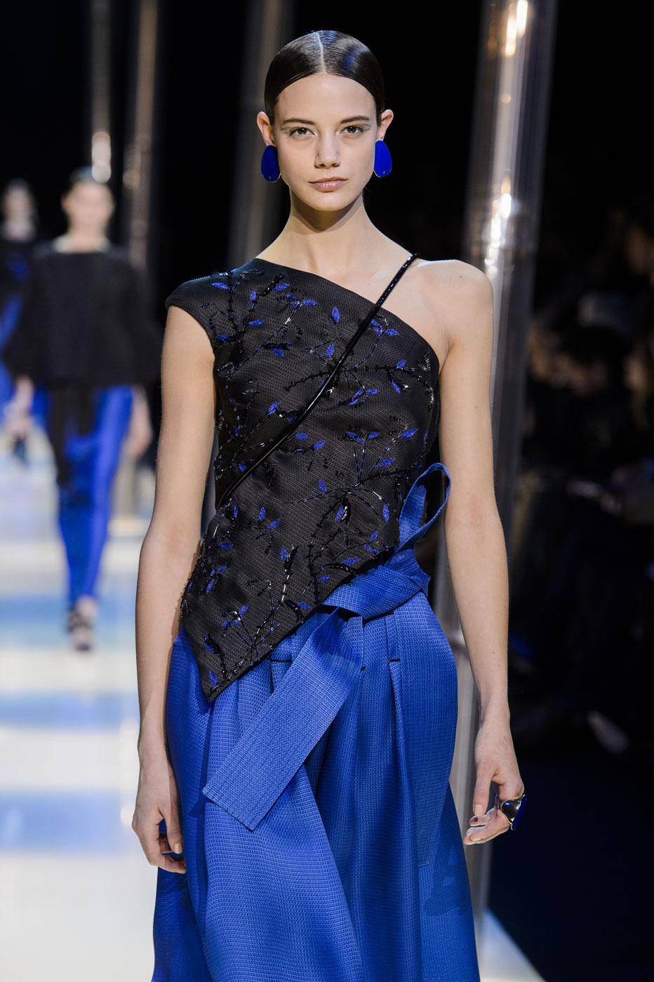 Giorgio-armani-Prive-fashion-runway-show-haute-couture-paris-spring-2015-the-impression-128