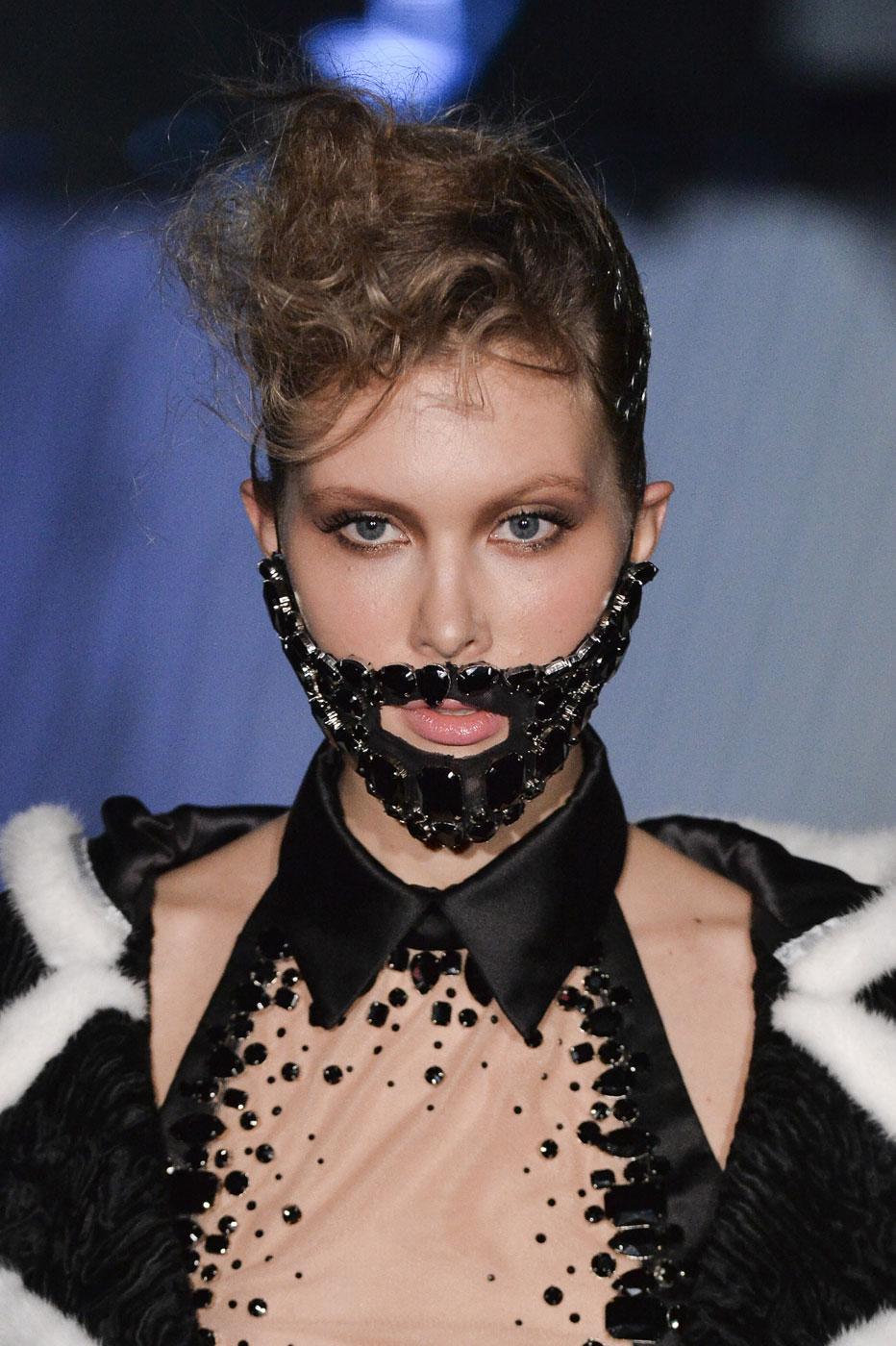 On-Aura-Tout-Vu-fashion-runway-show-haute-couture-paris-spring-summer-2015-the-impression-01