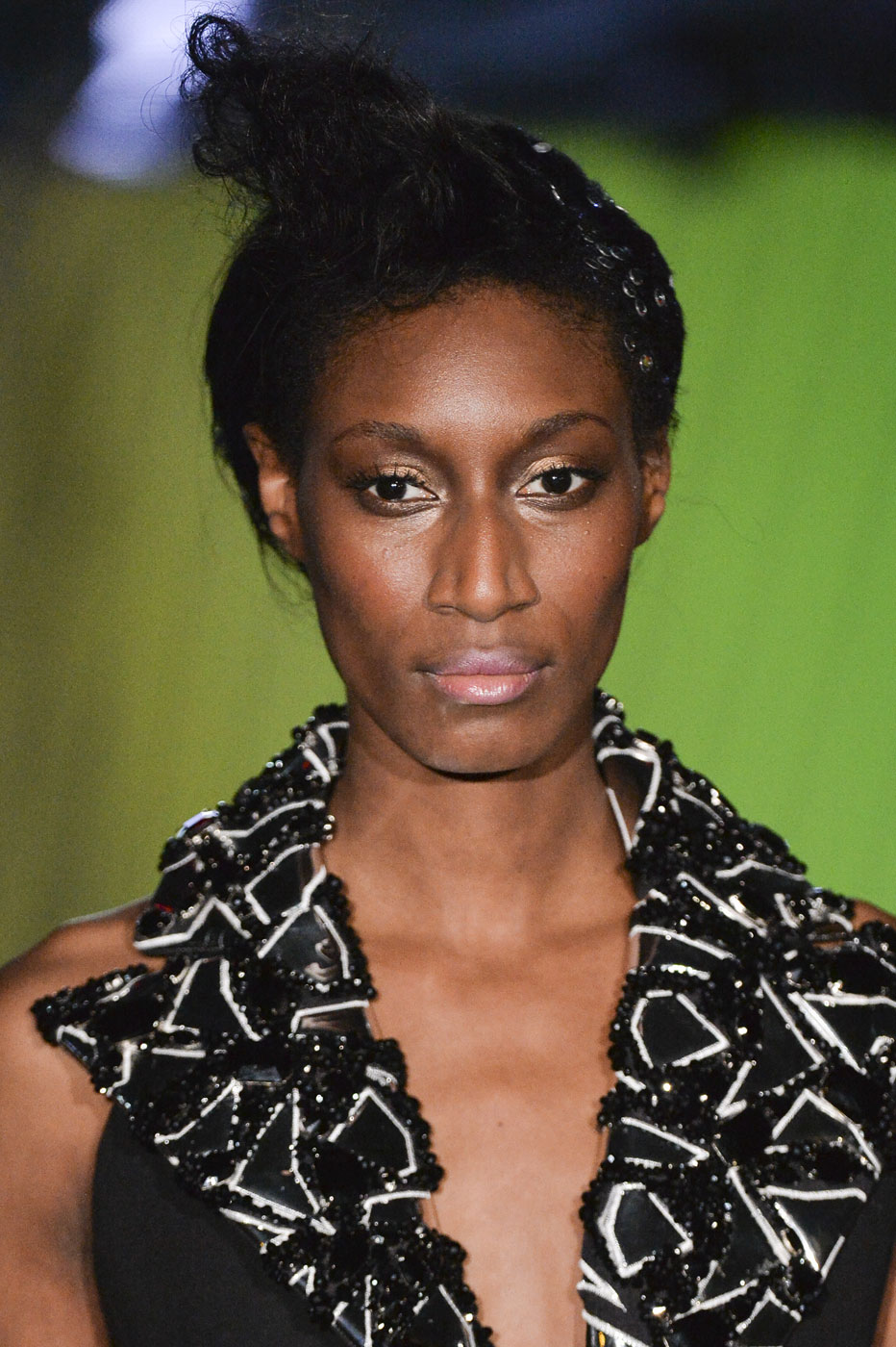 On-Aura-Tout-Vu-fashion-runway-show-haute-couture-paris-spring-summer-2015-the-impression-05