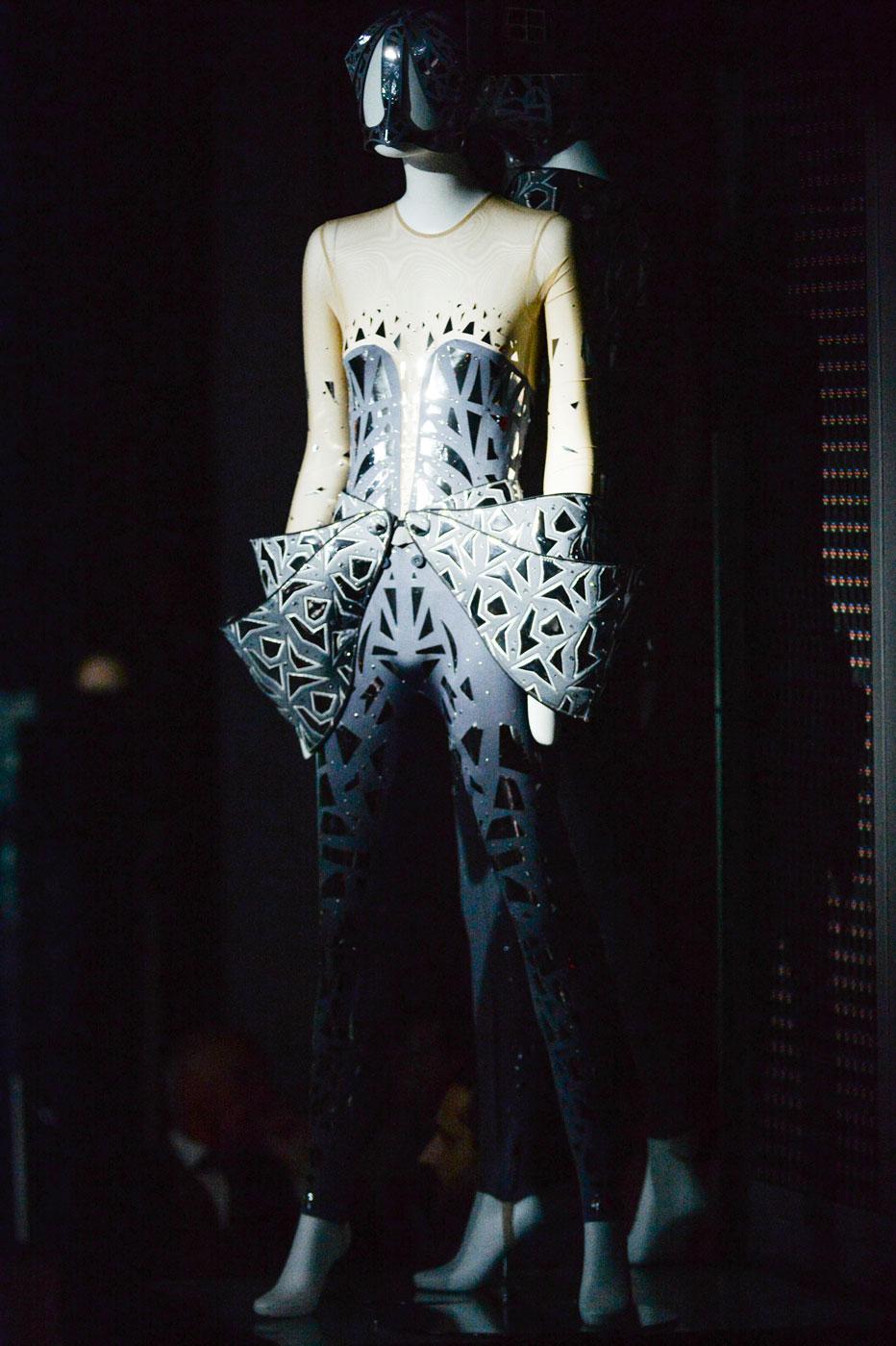 On-Aura-Tout-Vu-fashion-runway-show-haute-couture-paris-spring-summer-2015-the-impression-12
