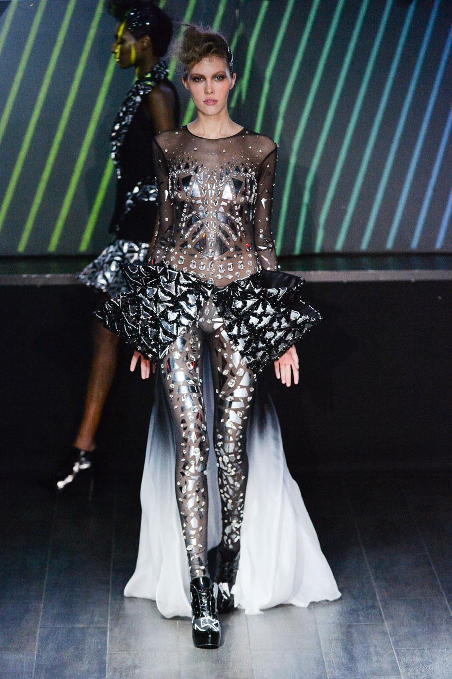 On-Aura-Tout-Vu-fashion-runway-show-haute-couture-paris-spring-summer-2015-the-impression-37