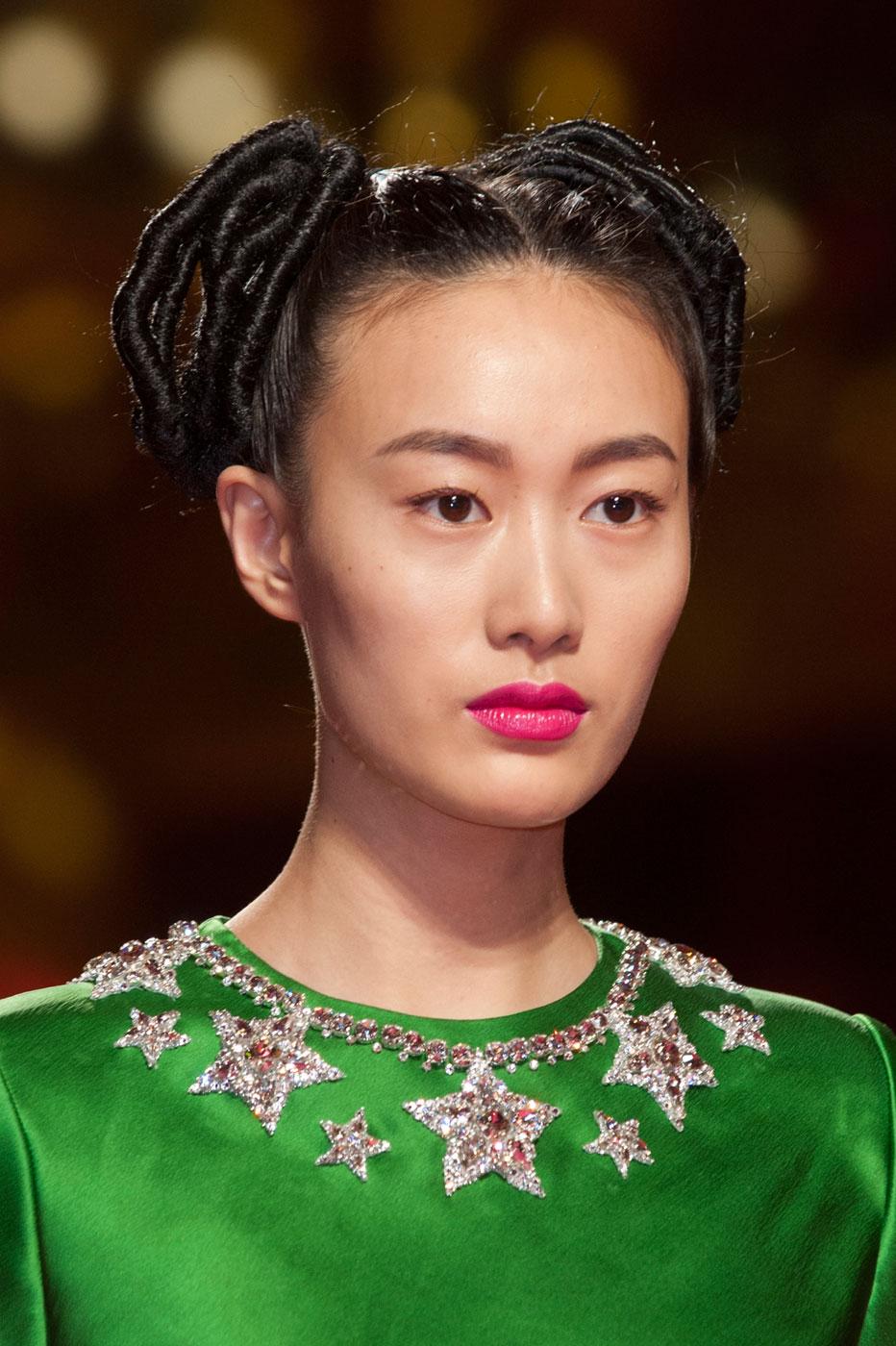 Schiaparelli-fashion-runway-show-close-ups-haute-couture-paris-spring-summer-2015-the-impression-20