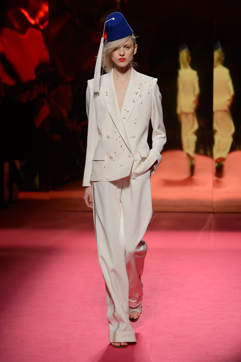 Schiaparelli-fashion-runway-show-haute-couture-paris-spring-summer-2015-the-impression-03