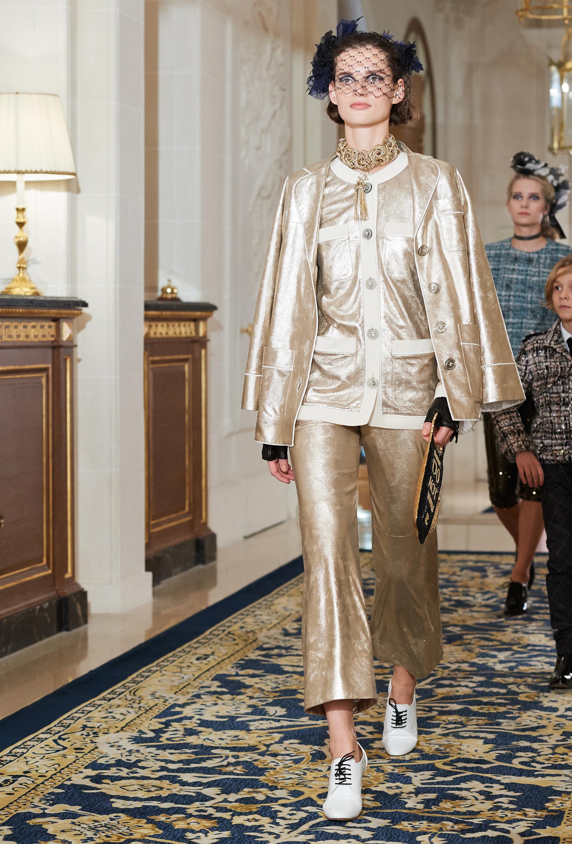 Chanel Metiers d'Art PO FW16 0111