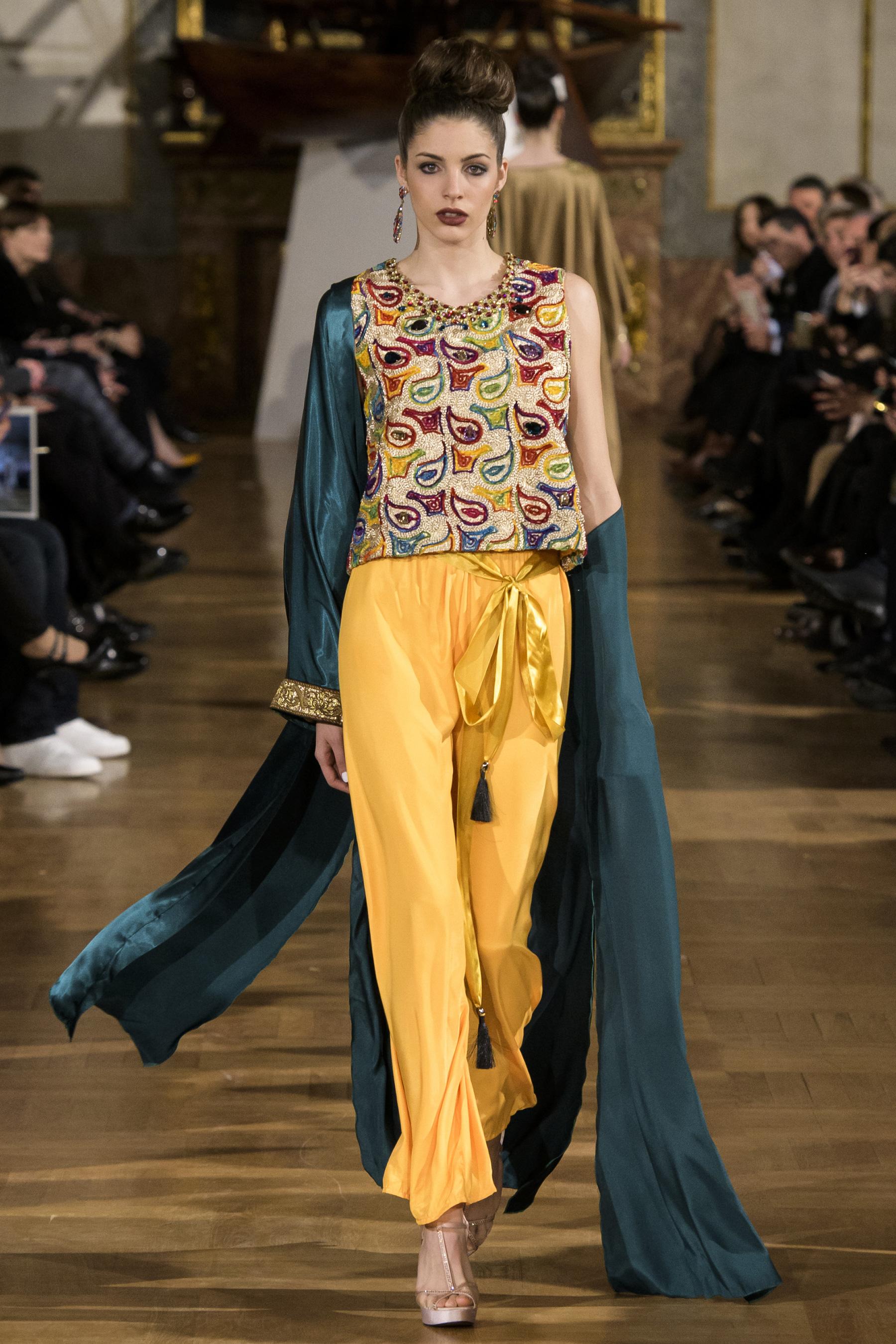 World of Fashion AR RF17 2488