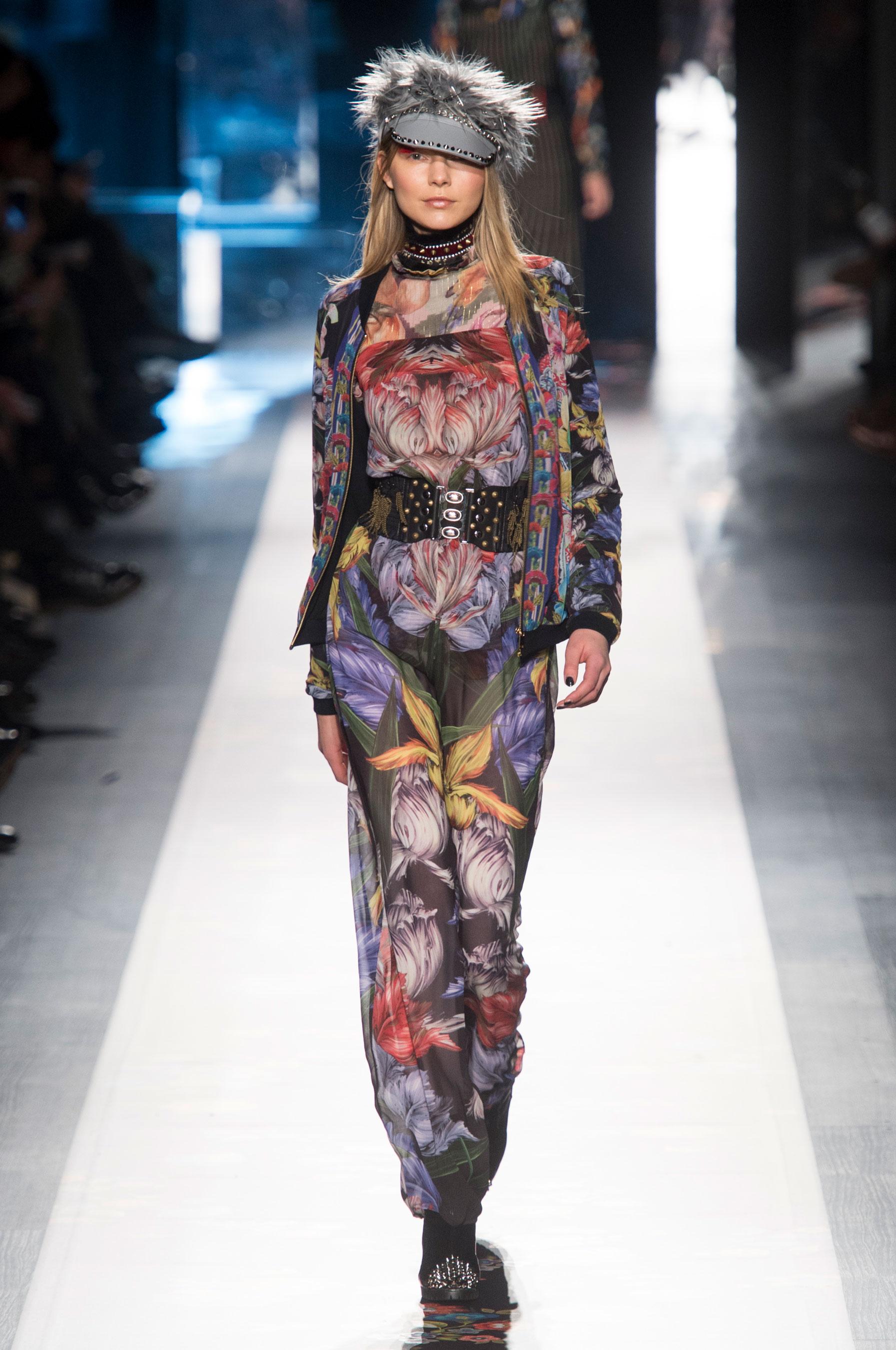 Desigual Fall 2017 Fashion Show