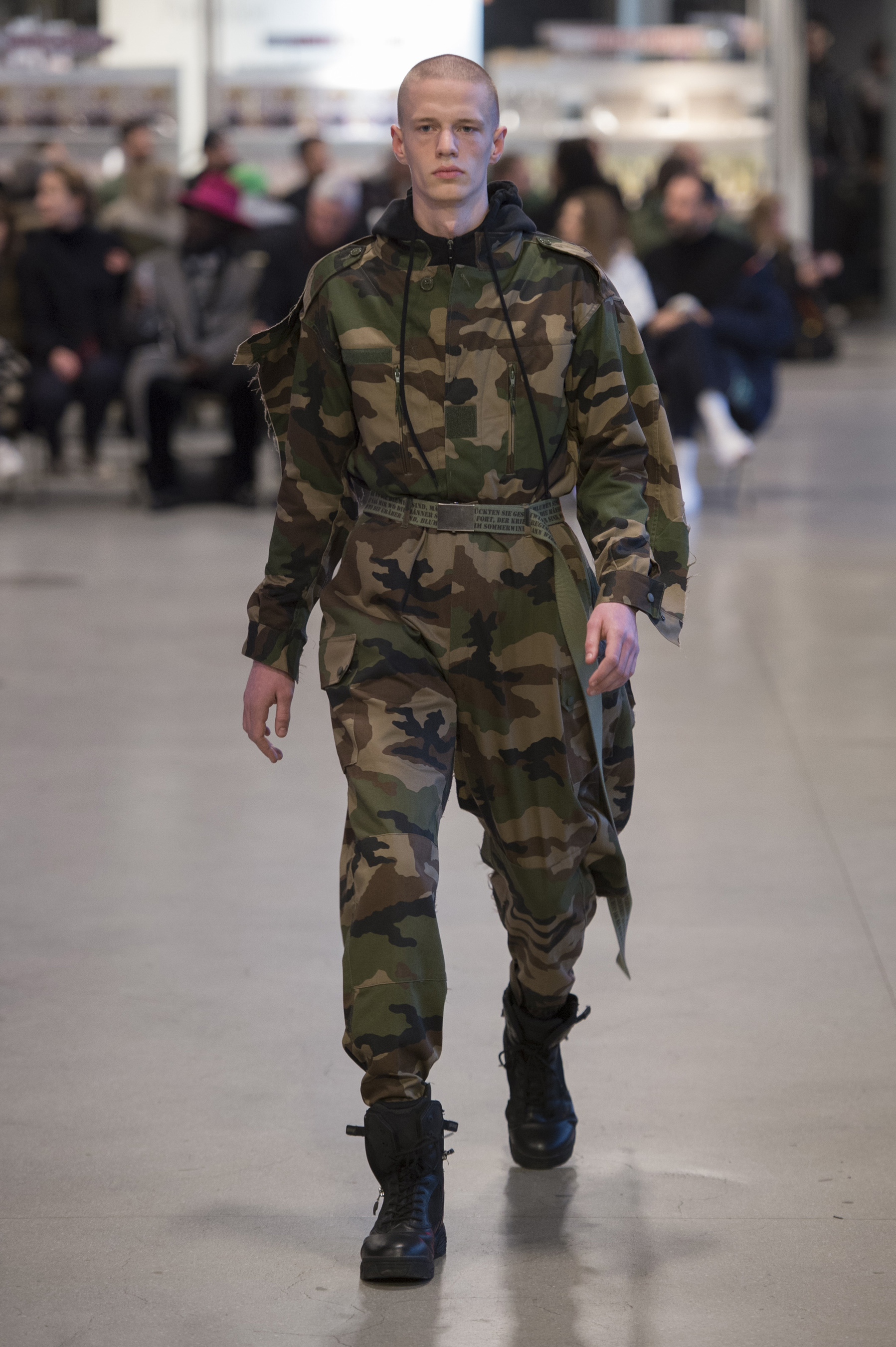 Vetements RF17 0494