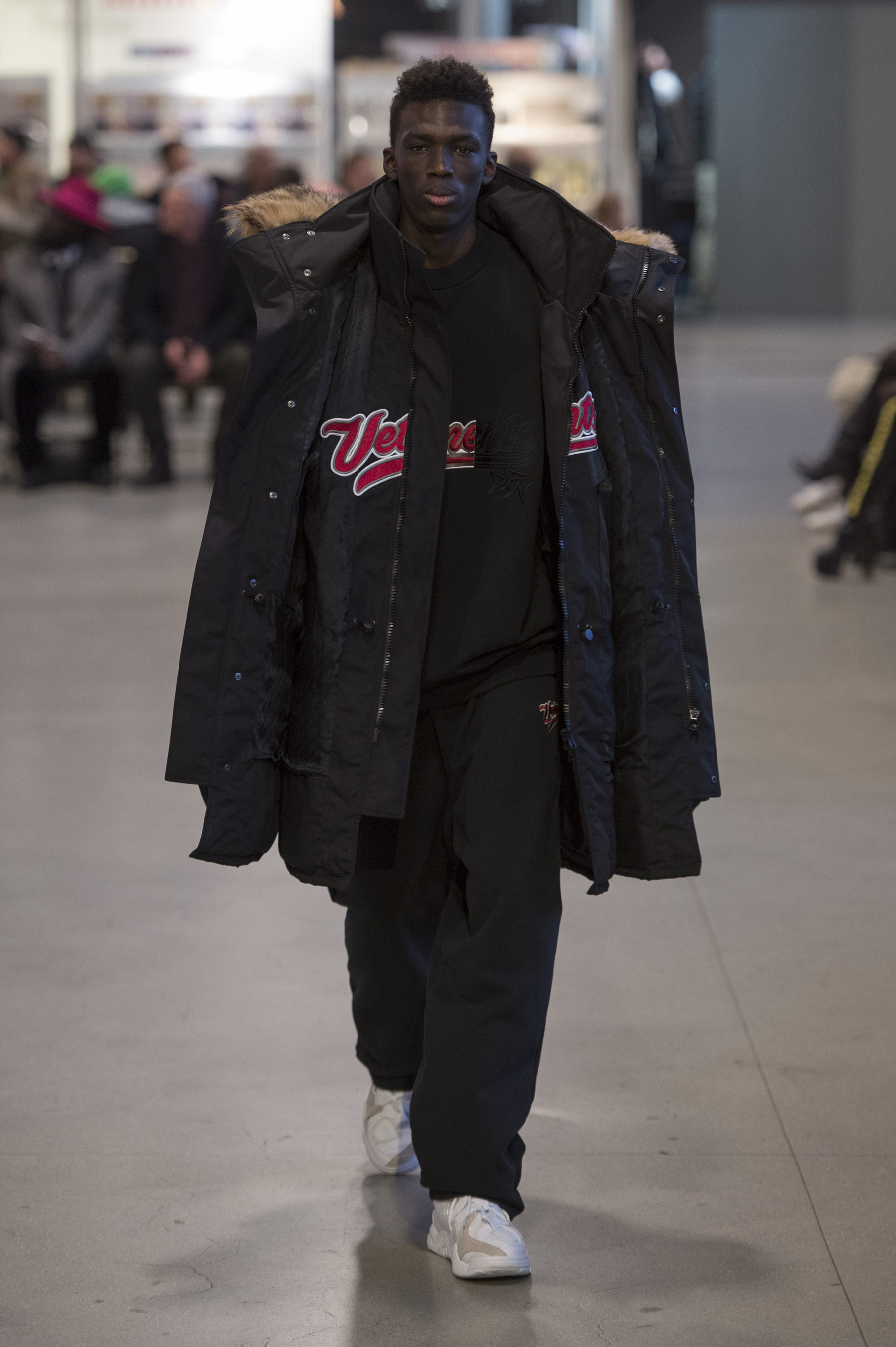 Vetements RF17 0659