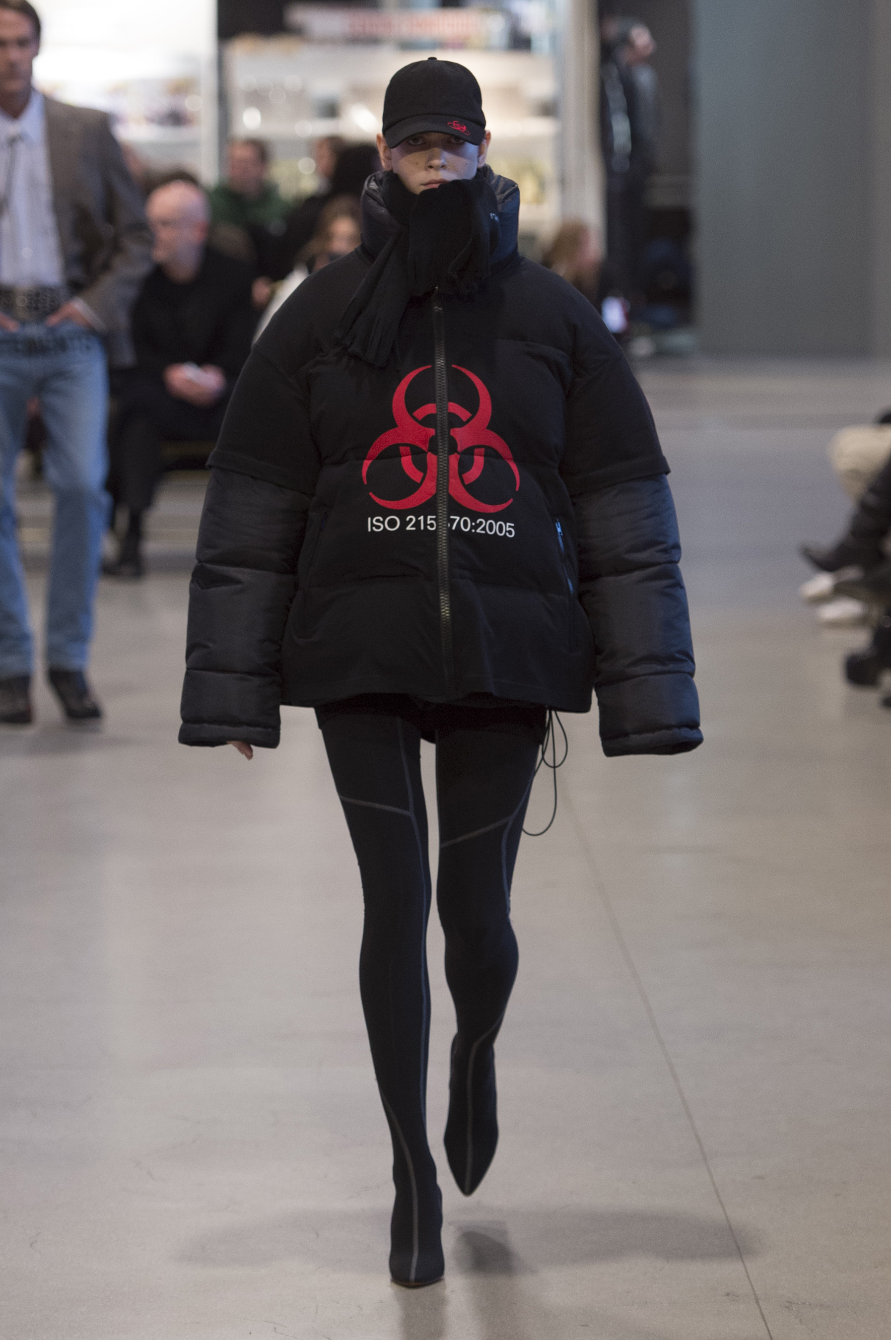 Vetements RF17 0685