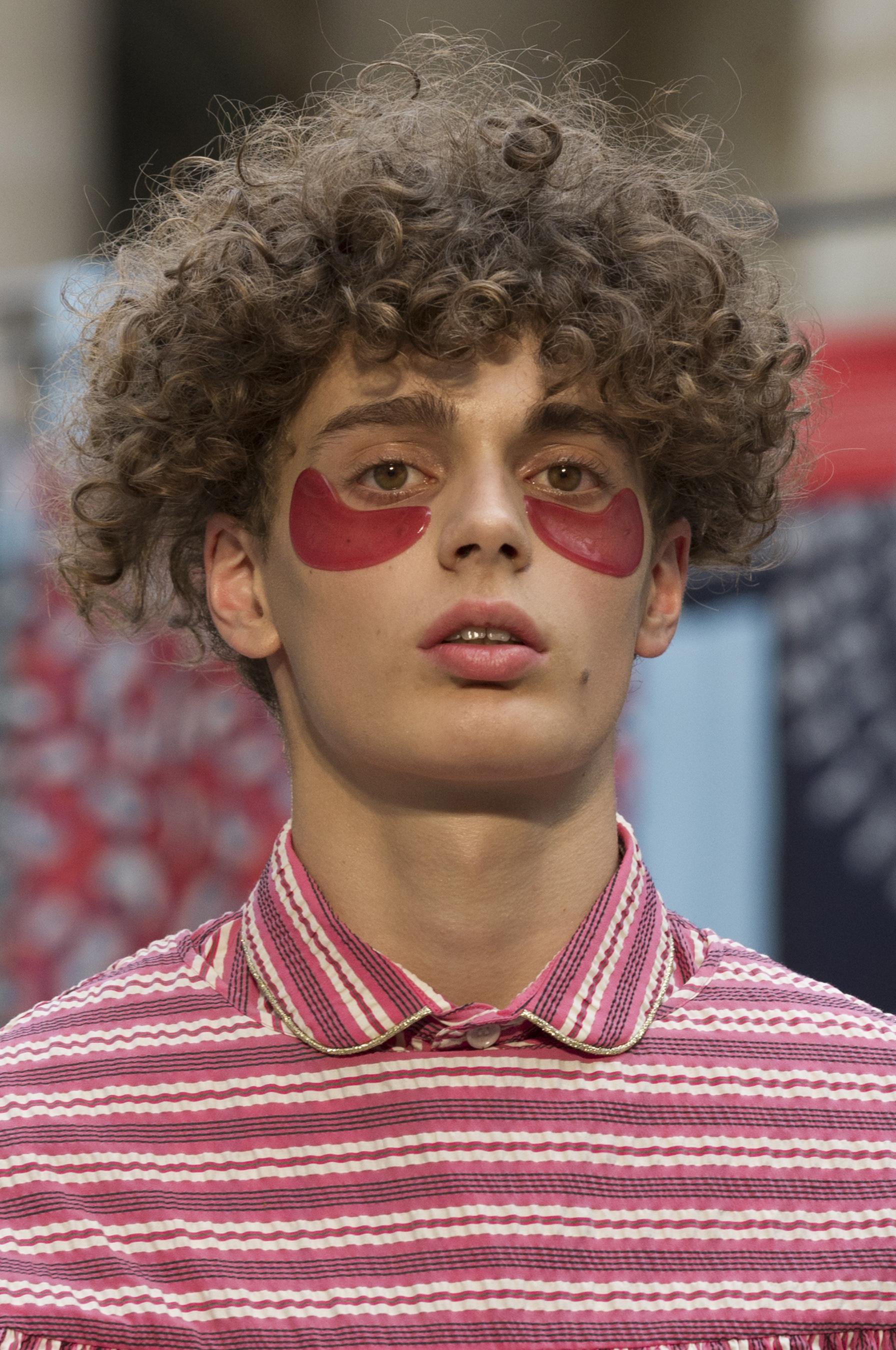 Henrik Vibskov Spring 2018 Men's Fashion Show Details