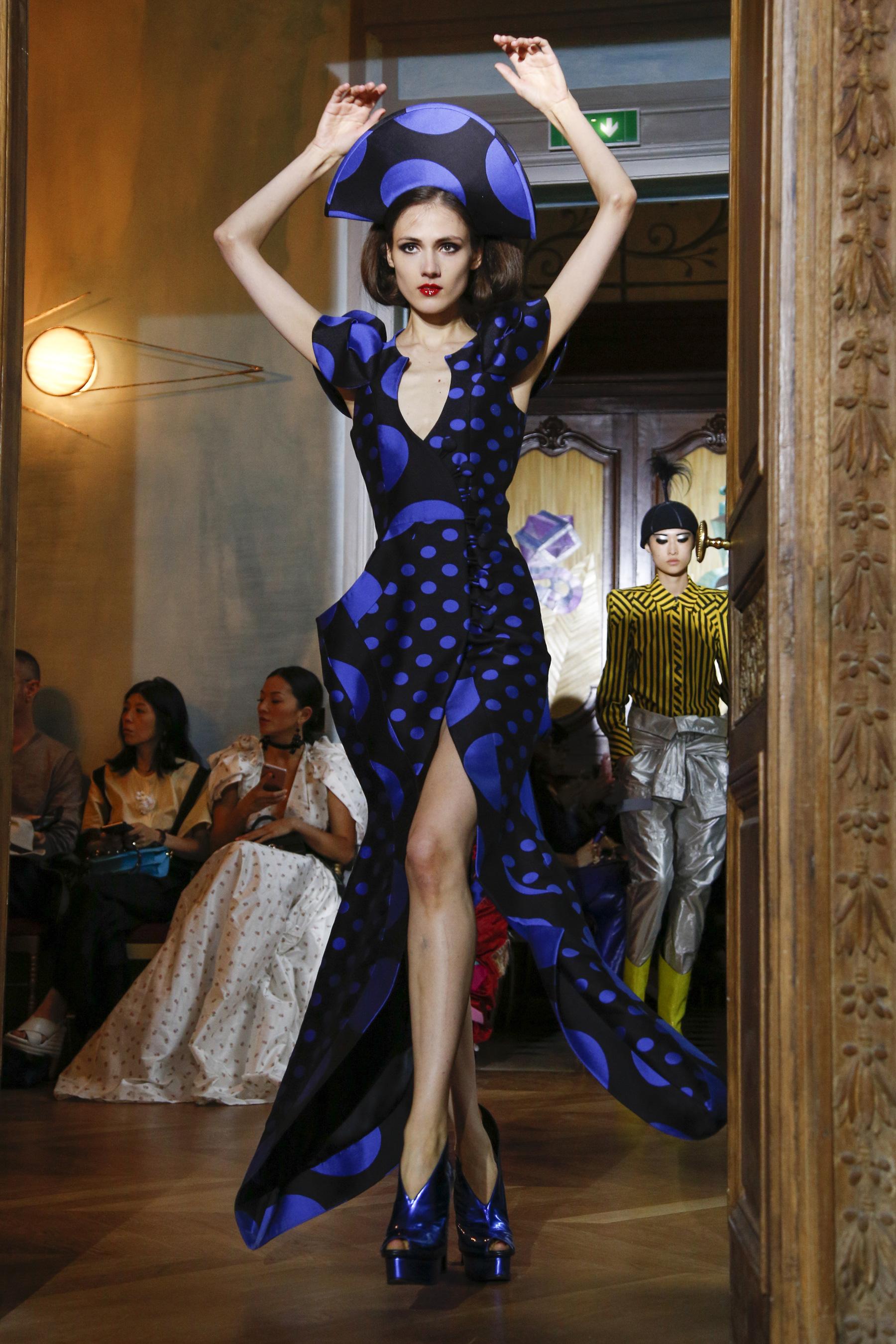 Αποτέλεσμα εικόνας για fall 2017 couture Ronald van der Kemp