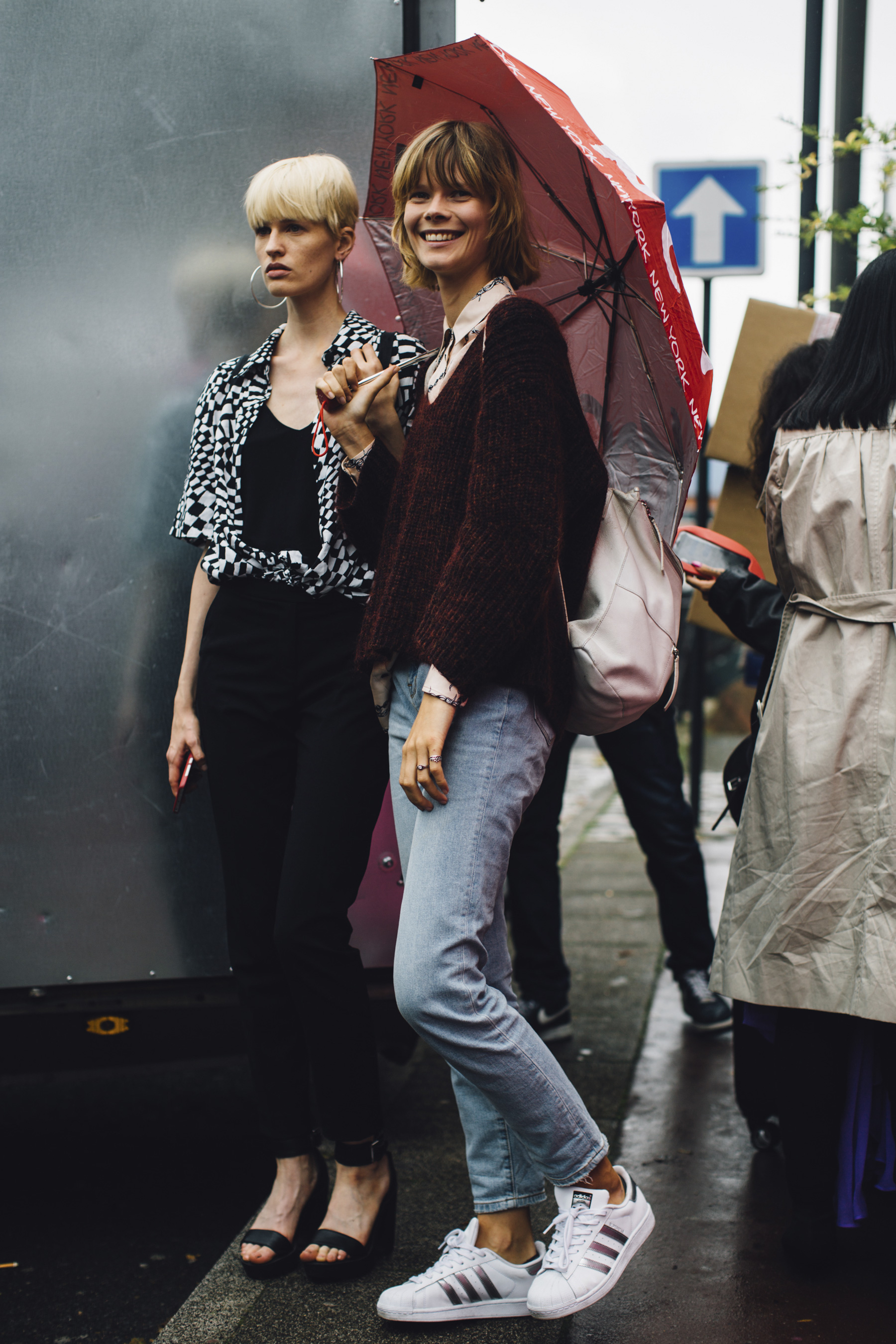 Paris Fashion Week Street Style Spring 2018 Day 6 Cont.