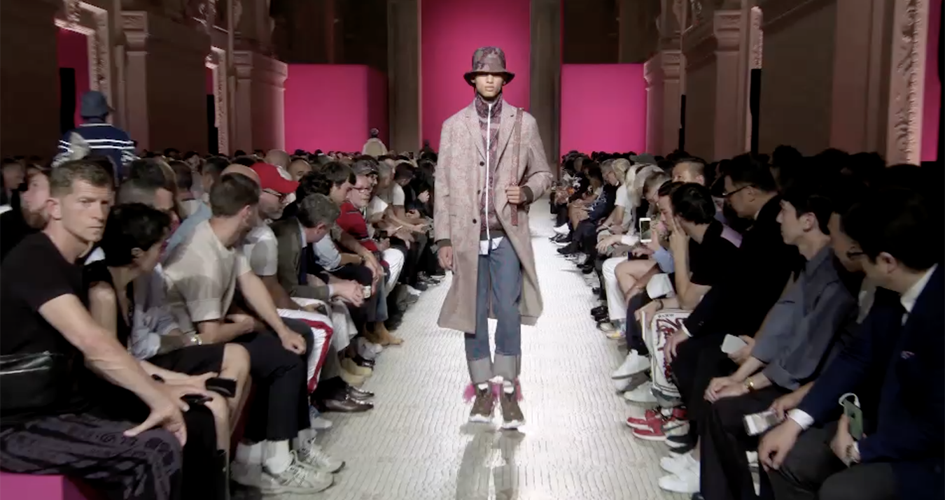 Valentino Spring 2019 Men's Fashion Show Film. All the Spring 2019 Men's fashion shows from Paris Fashion Week in one place on The Impression.