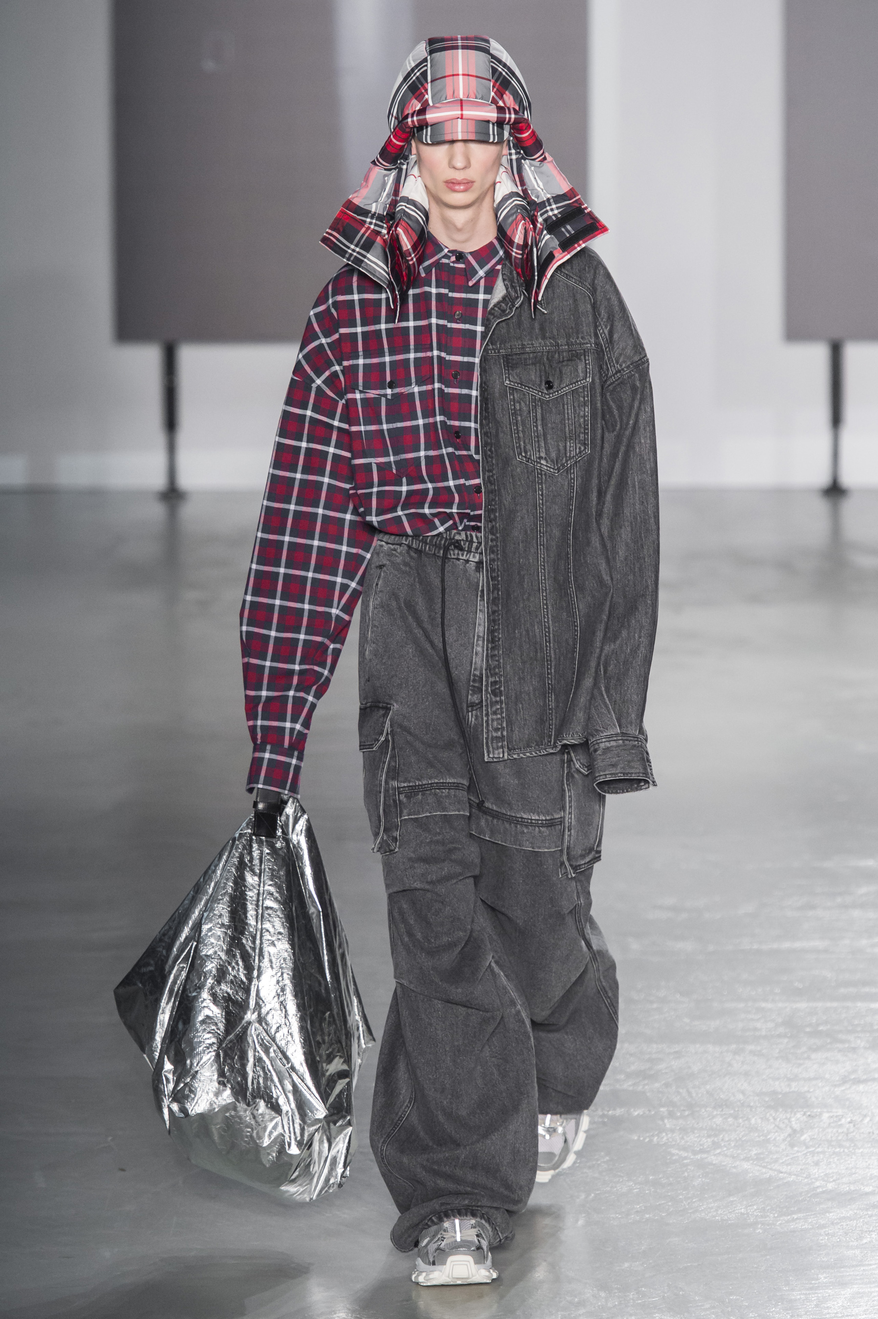 Juun.J Fall 2019 Men's Fashion Show