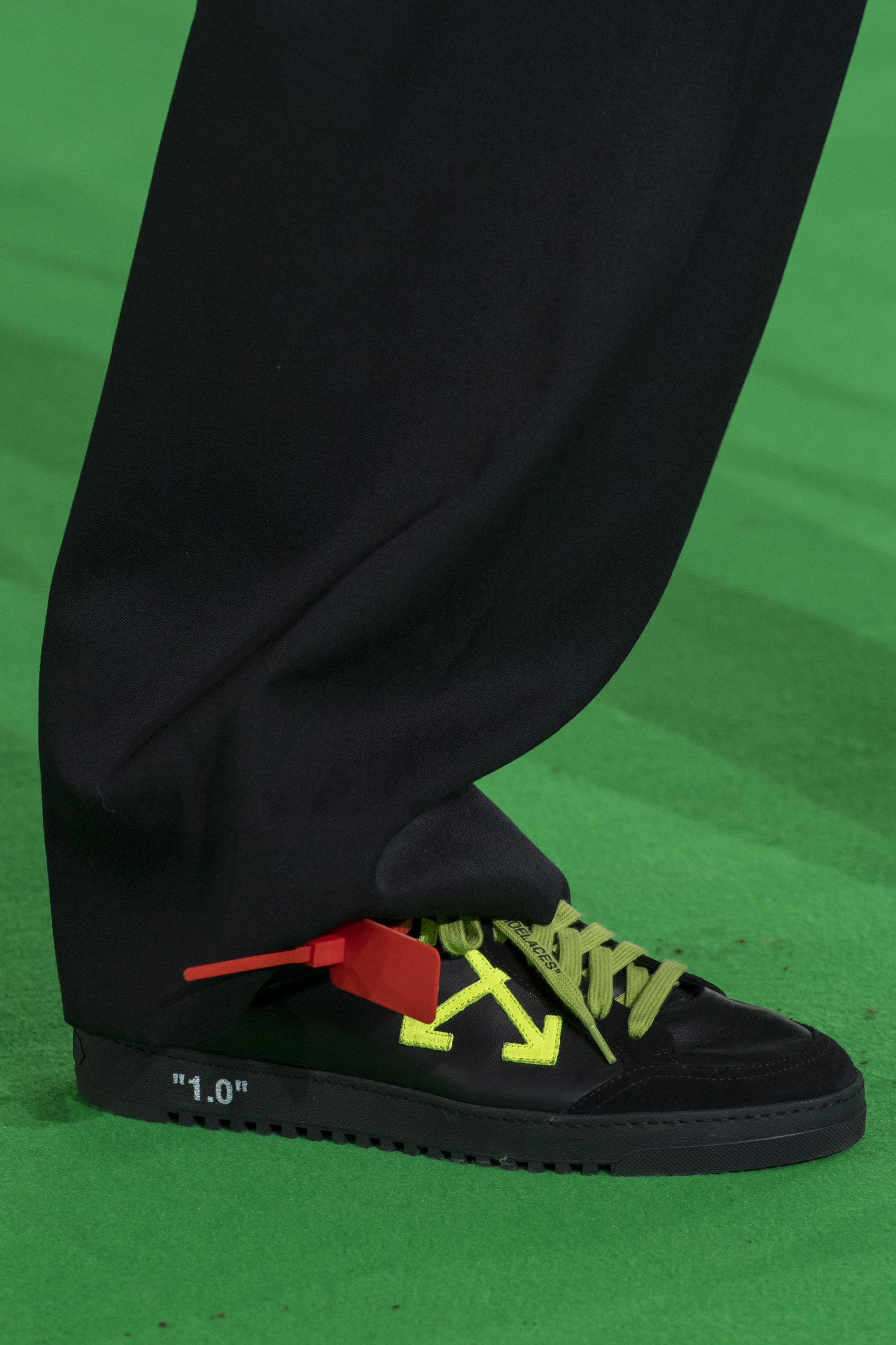 Off-white Fall 2019 Men's Fashion Show Details
