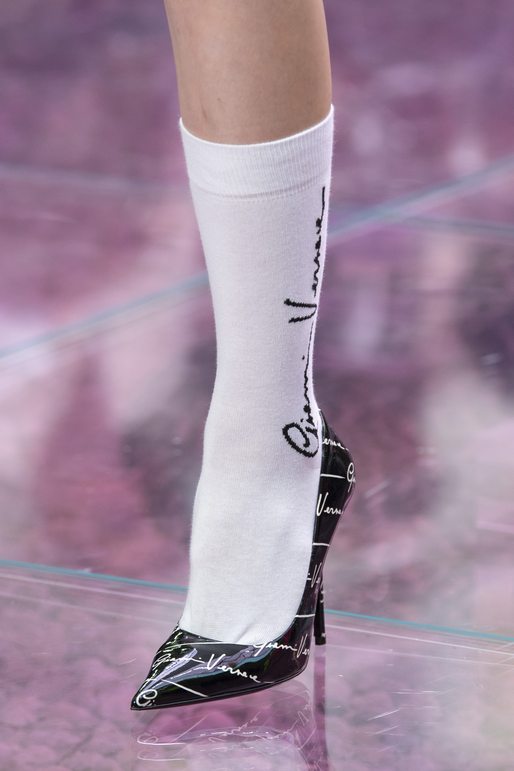 Versace Spring 2020 Men's Fashion Show Details