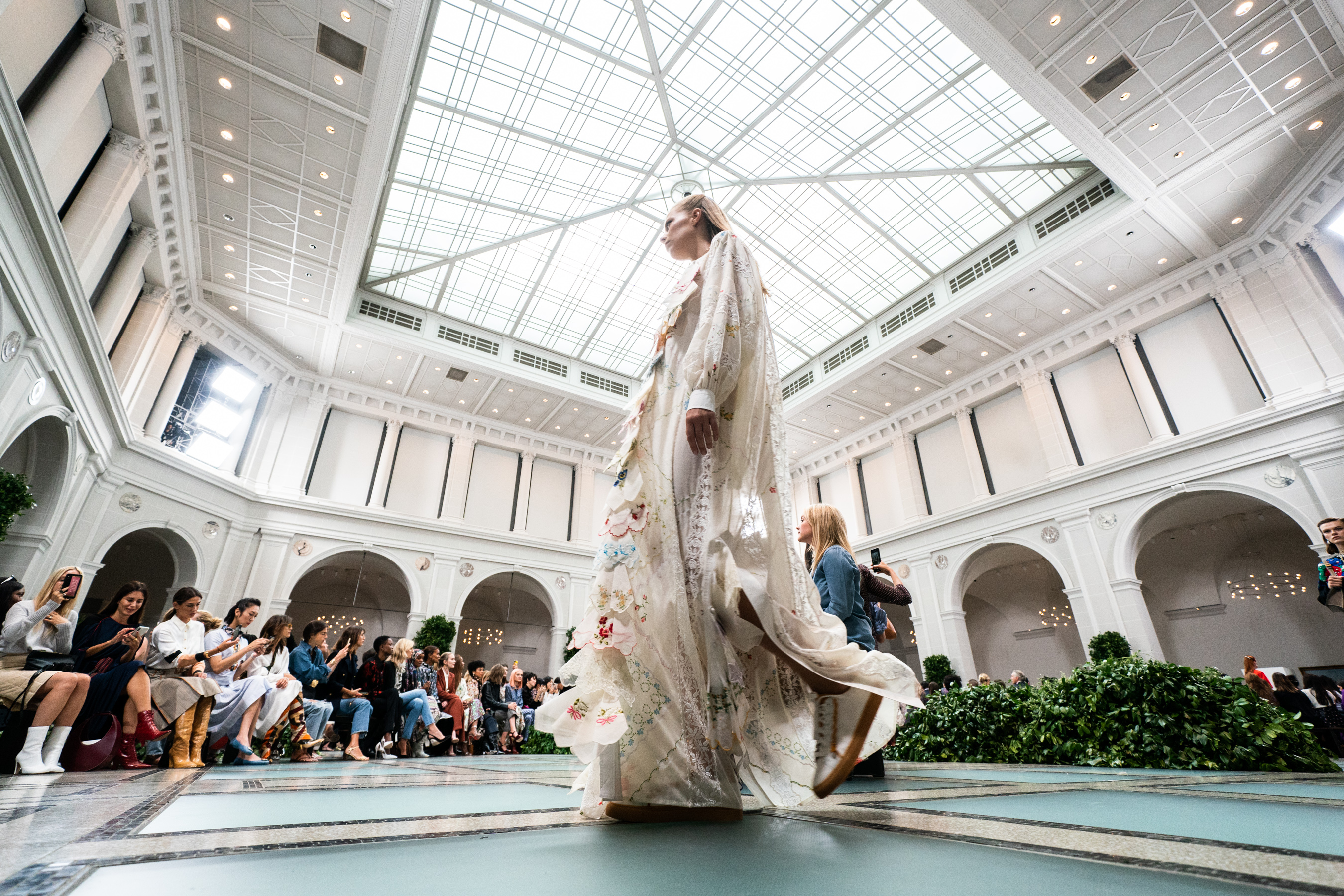 Best Fashion Show Atmosphere​ Photos Spring 2020 RTW