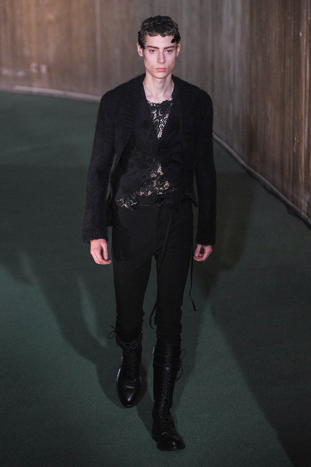 Ann Demeulemeester Fall 2020 Men's Fashion Show Photos
